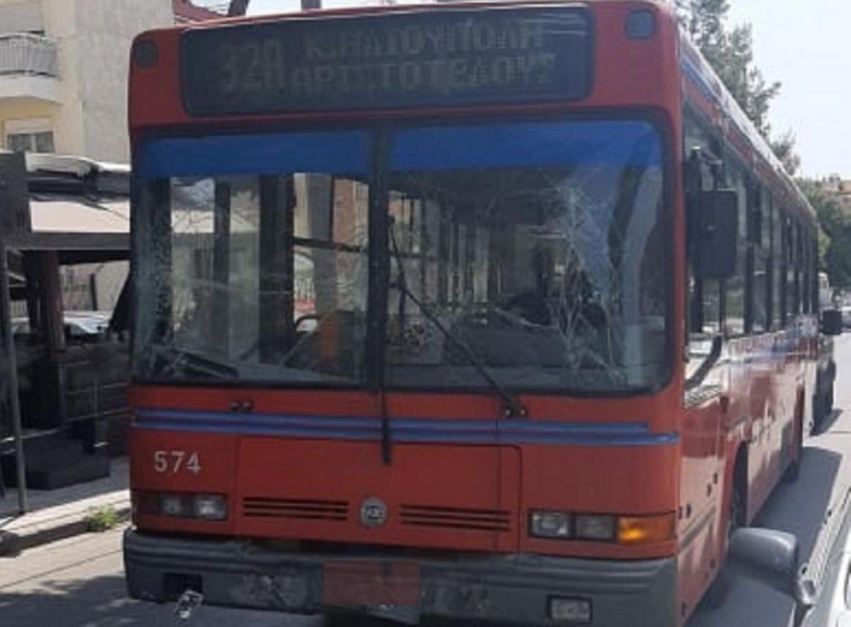 Σύγκρουση λεωφορείων στη Θεσσαλονίκη – Τραυματίστηκε μία γυναίκα