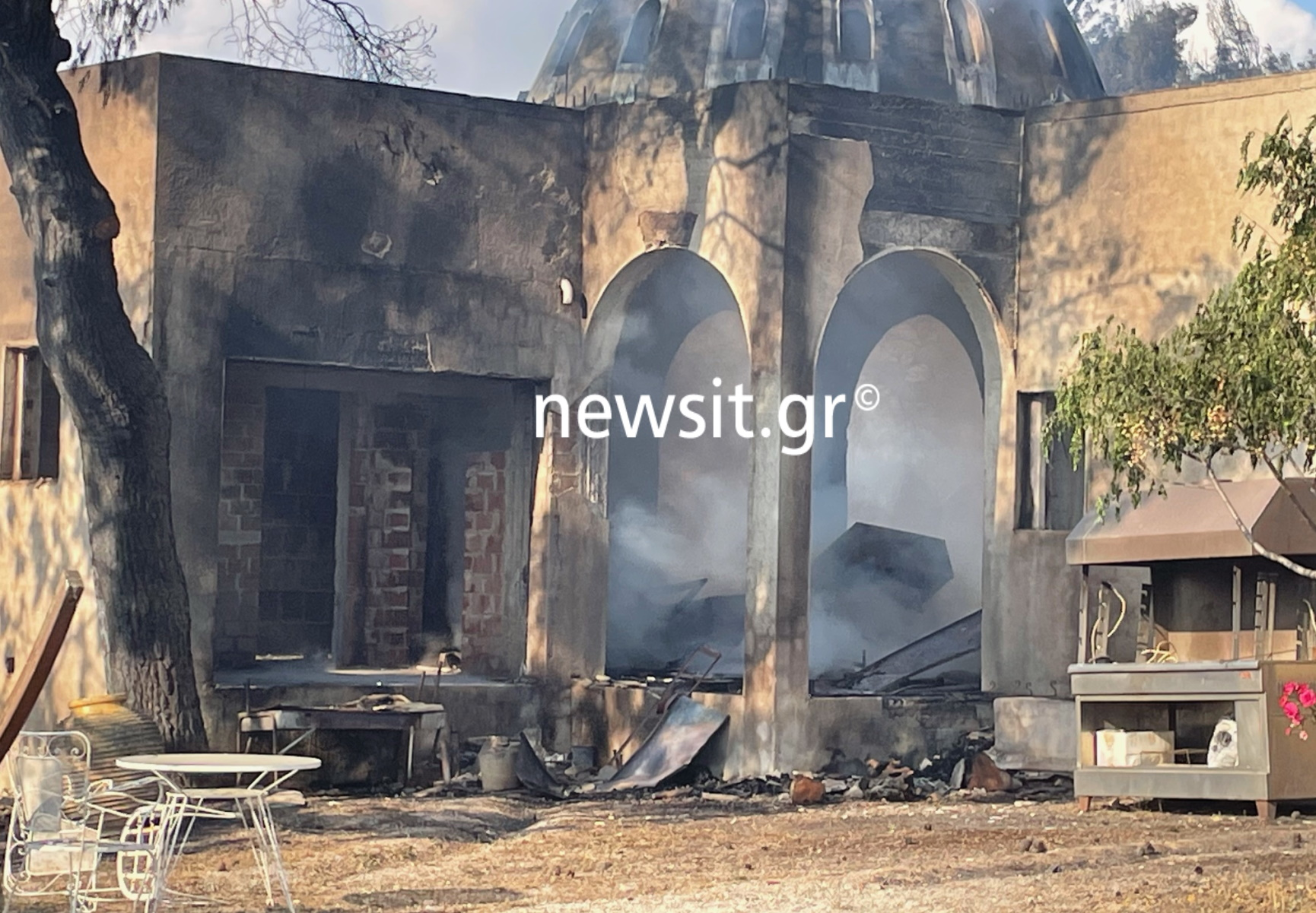 Φωτιά στην Κορινθία: «Κάρβουνο» γνωστό οινοποιείο – Εικόνες καταστροφής (pics, vid)