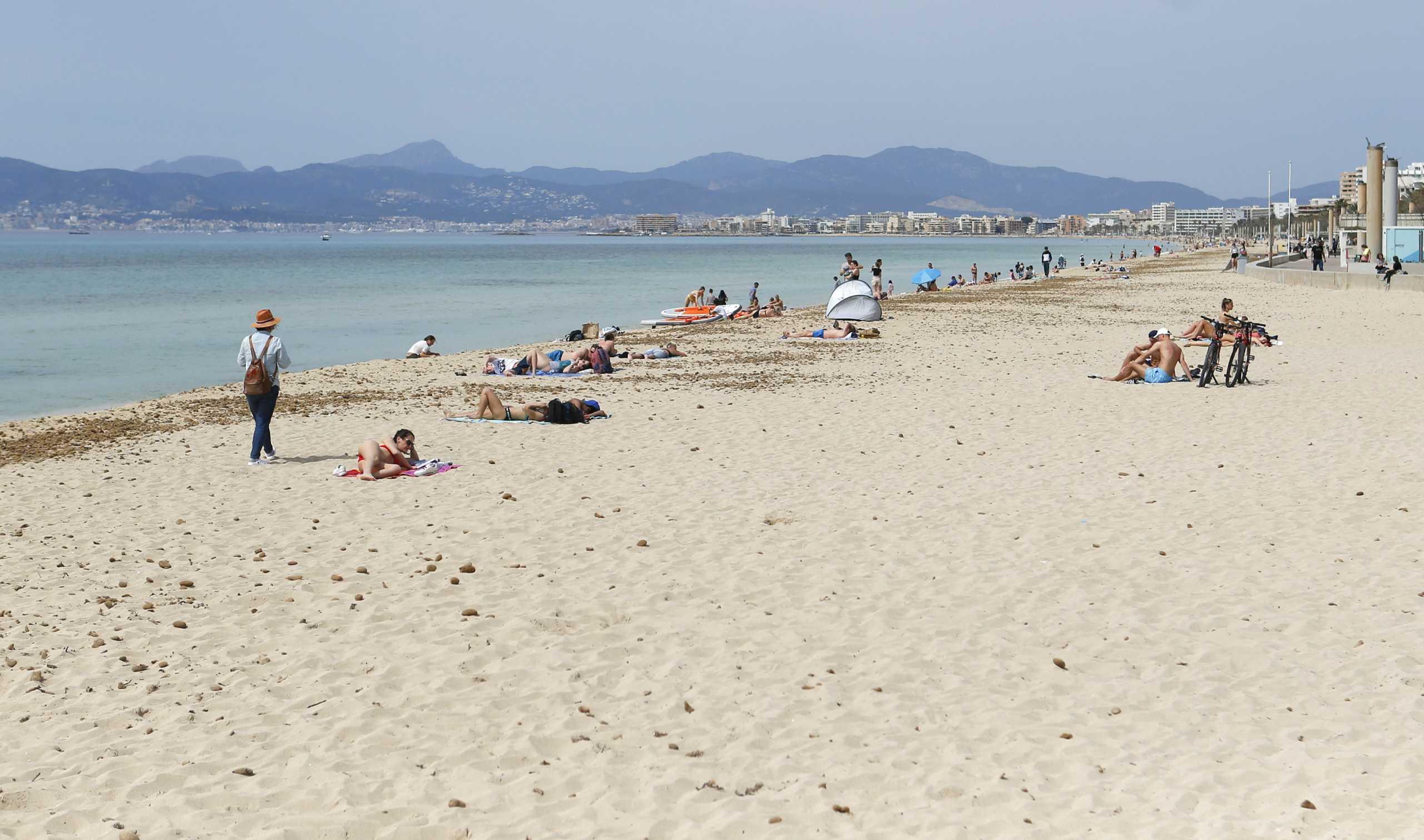 Βουτιά 76% στις τουριστικές αφίξεις τον Μάρτιο στην Ισπανία