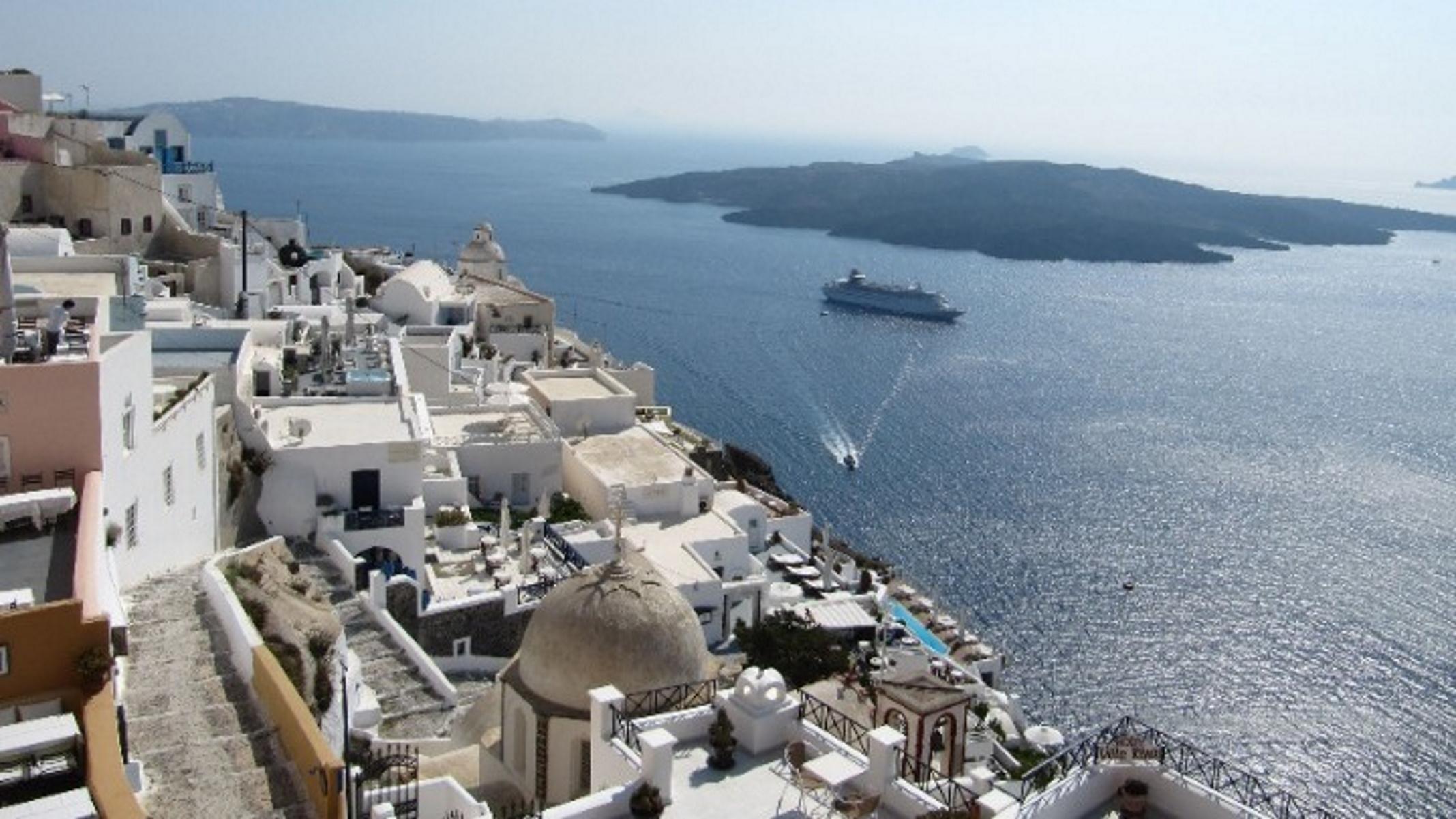 Ο κορονοϊος «απειλεί» και πάλι τις καλοκαιρινές διακοπές των Βρετανών – Πώς επηρεάζεται η Ελλάδα