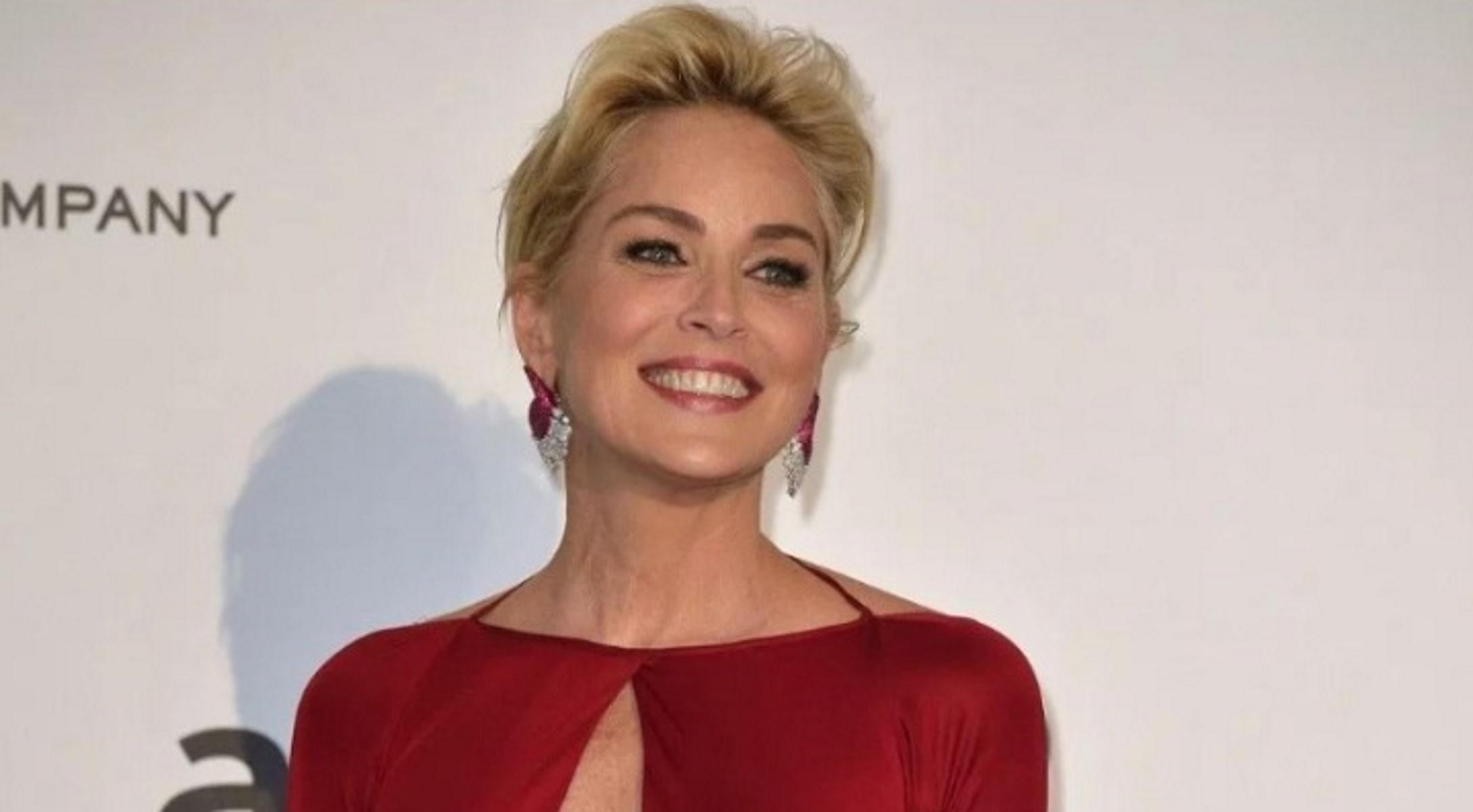Σάρον Στόουν: Εντυπωσιάζει ξανά στην πρεμιέρα της ταινίας Τζέιμς Μποντ στο Μονακό