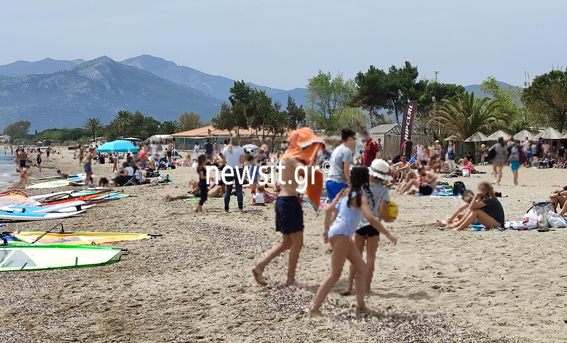 Πάσχα 2021: Μεγάλο Σάββατο στις παραλίες οι Αθηναίοι – Βουτιές, ρακέτες και ηλιοθεραπεία (pics)