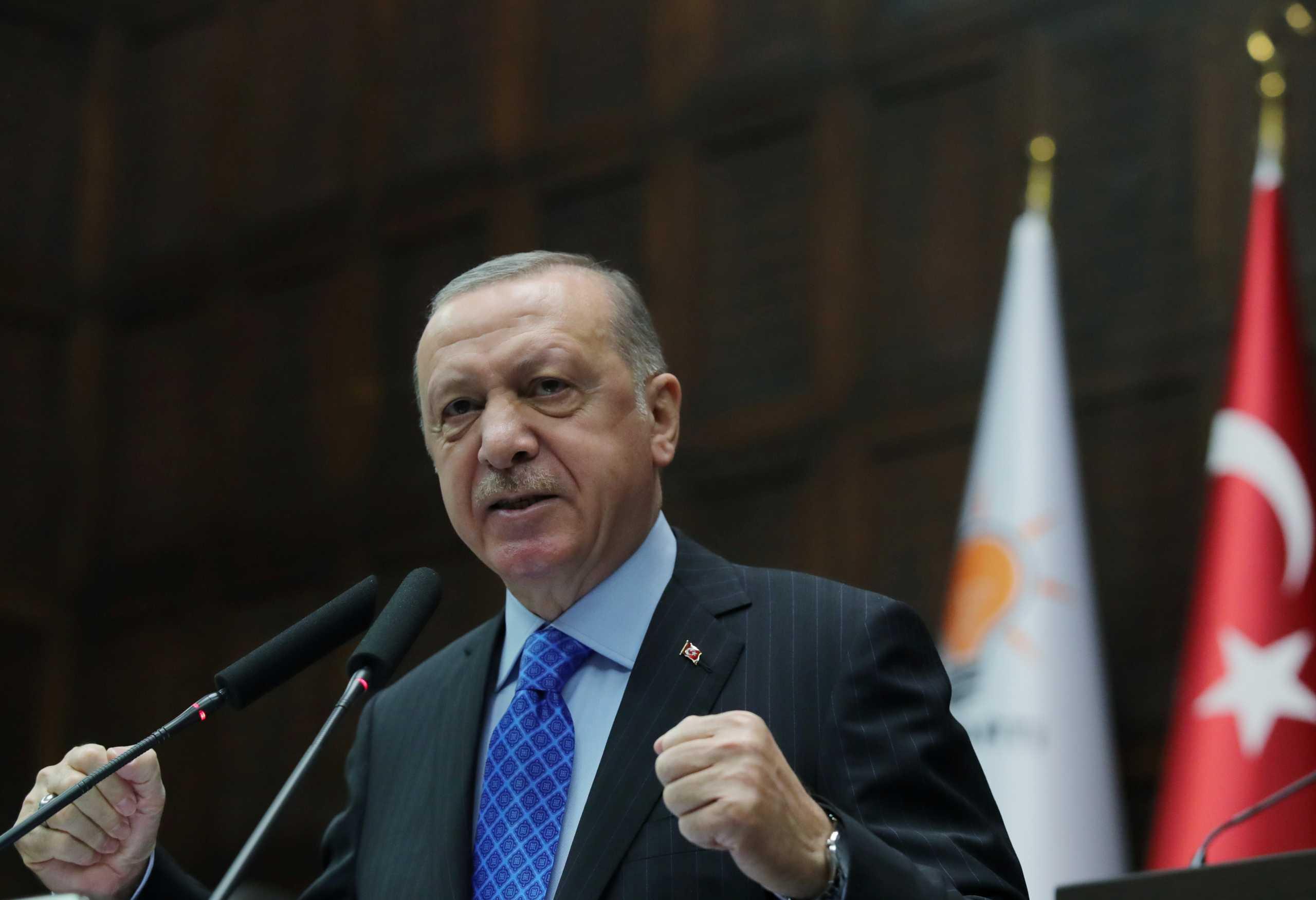 Ο Ερντογάν διαβάζει στίχους από το Κοράνι μέσα στην Αγία Σοφία – Νέα πρόκληση πριν την επίσκεψη Τσαβούσογλου
