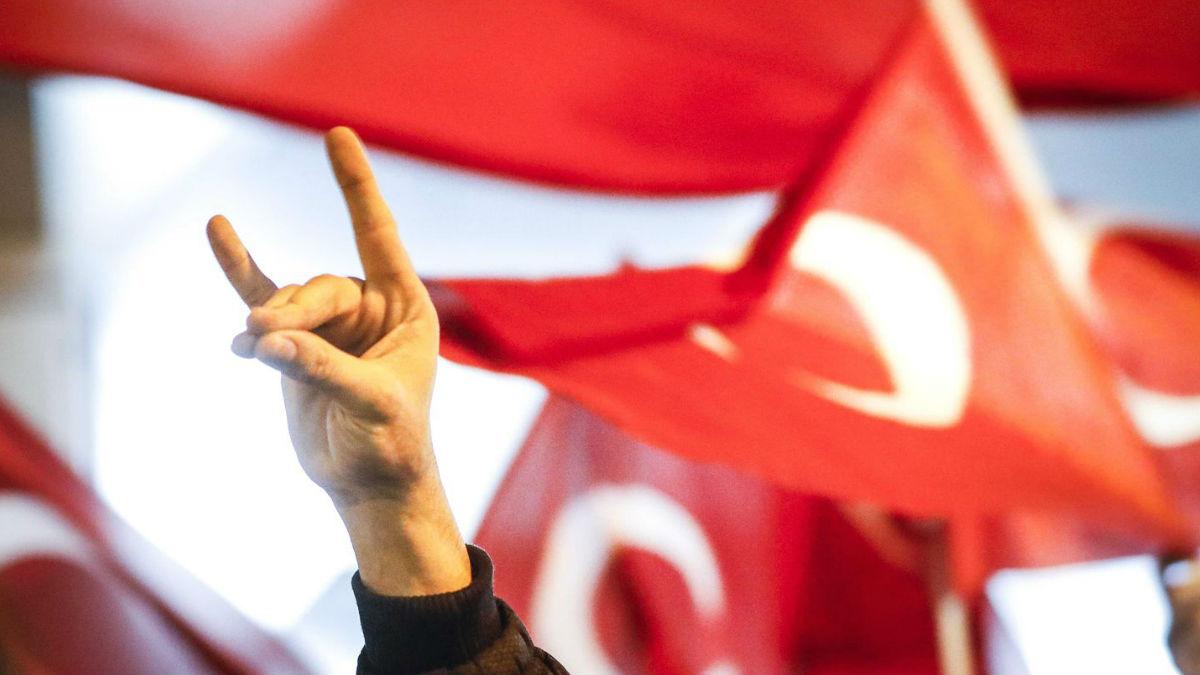 DW: Το μακρύ χέρι του Ερντογάν στη Γερμανία