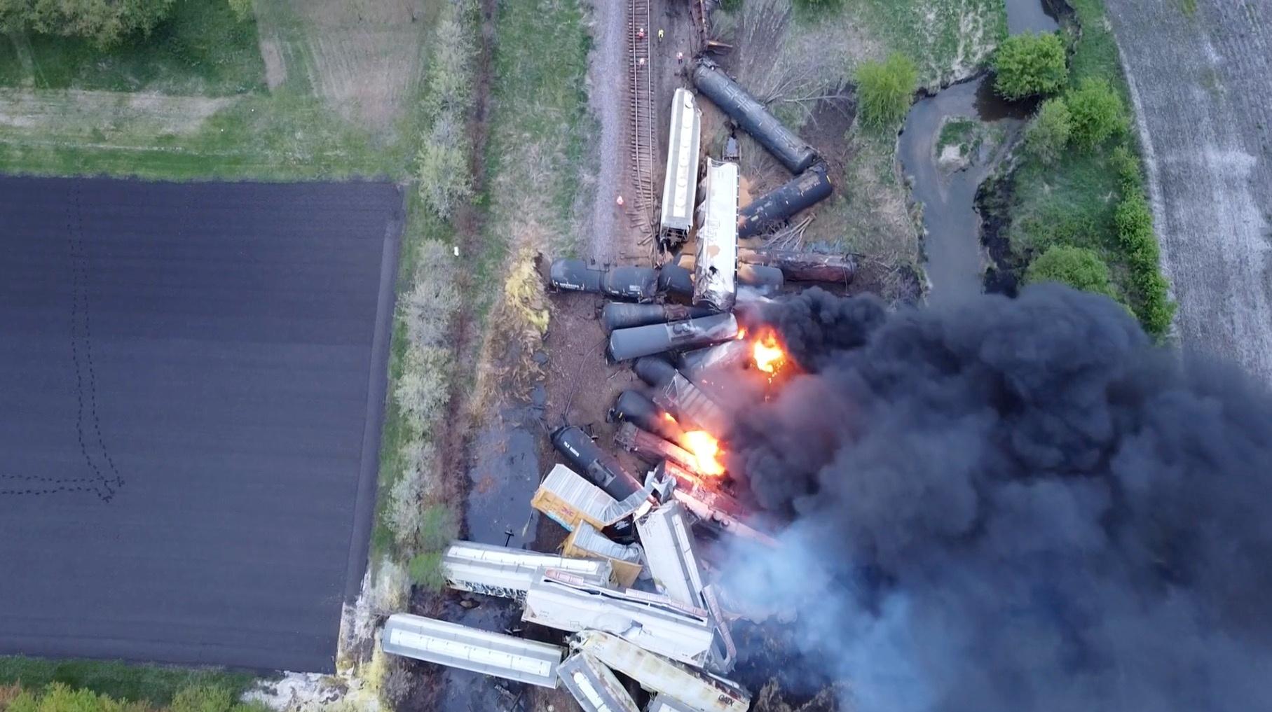 Συναγερμός στις ΗΠΑ: Εκτροχιάστηκε τρένο με επικίνδυνα υλικά – Εκκενώθηκε η περιοχή (pics)