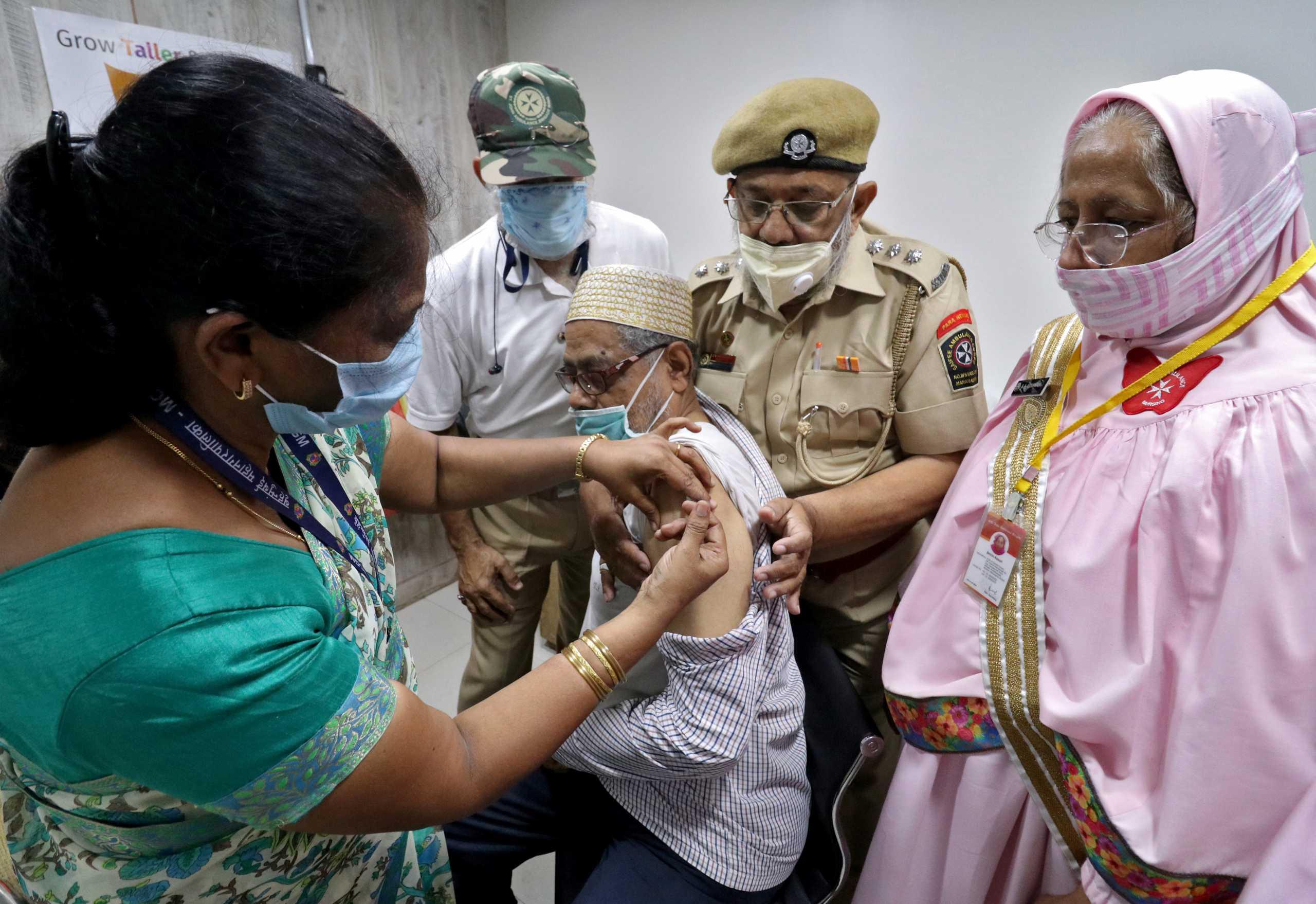 Το χτύπημα του κορονοϊού στην Ινδία φέρνει καθυστερήσεις εμβολίων σε άλλες χώρες