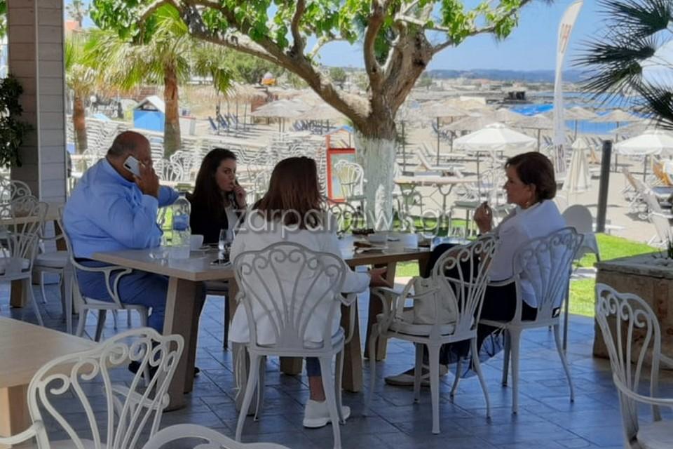 Χανιά: Στιγμές χαλάρωσης για την Ντόρα Μπακογιάννη με στενούς συνεργάτες της (pics)