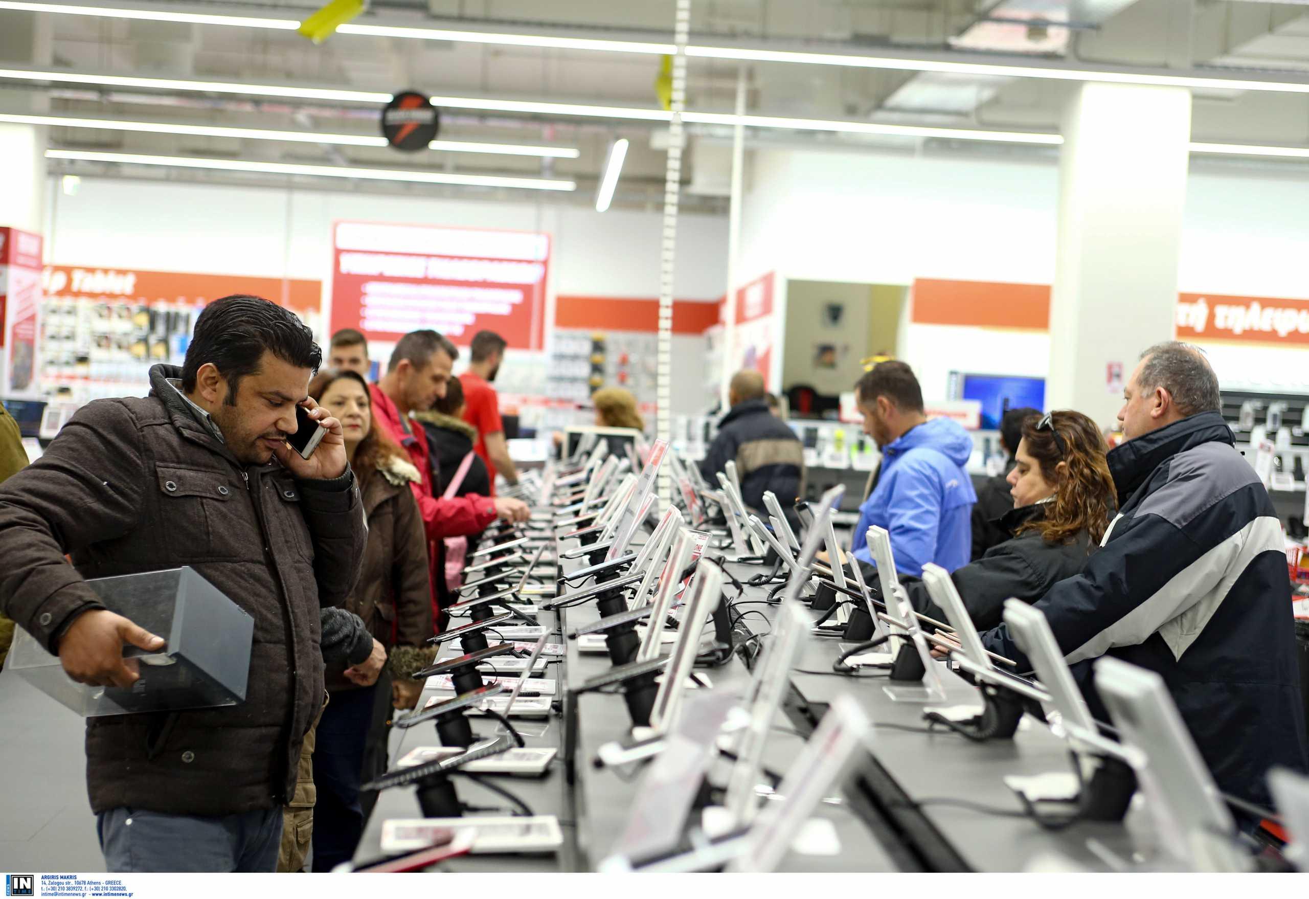 Ανοιχτά μαγαζιά και τις Κυριακές: Διευρύνεται η λίστα καταστημάτων και επιχειρήσεων που θα λειτουργούν