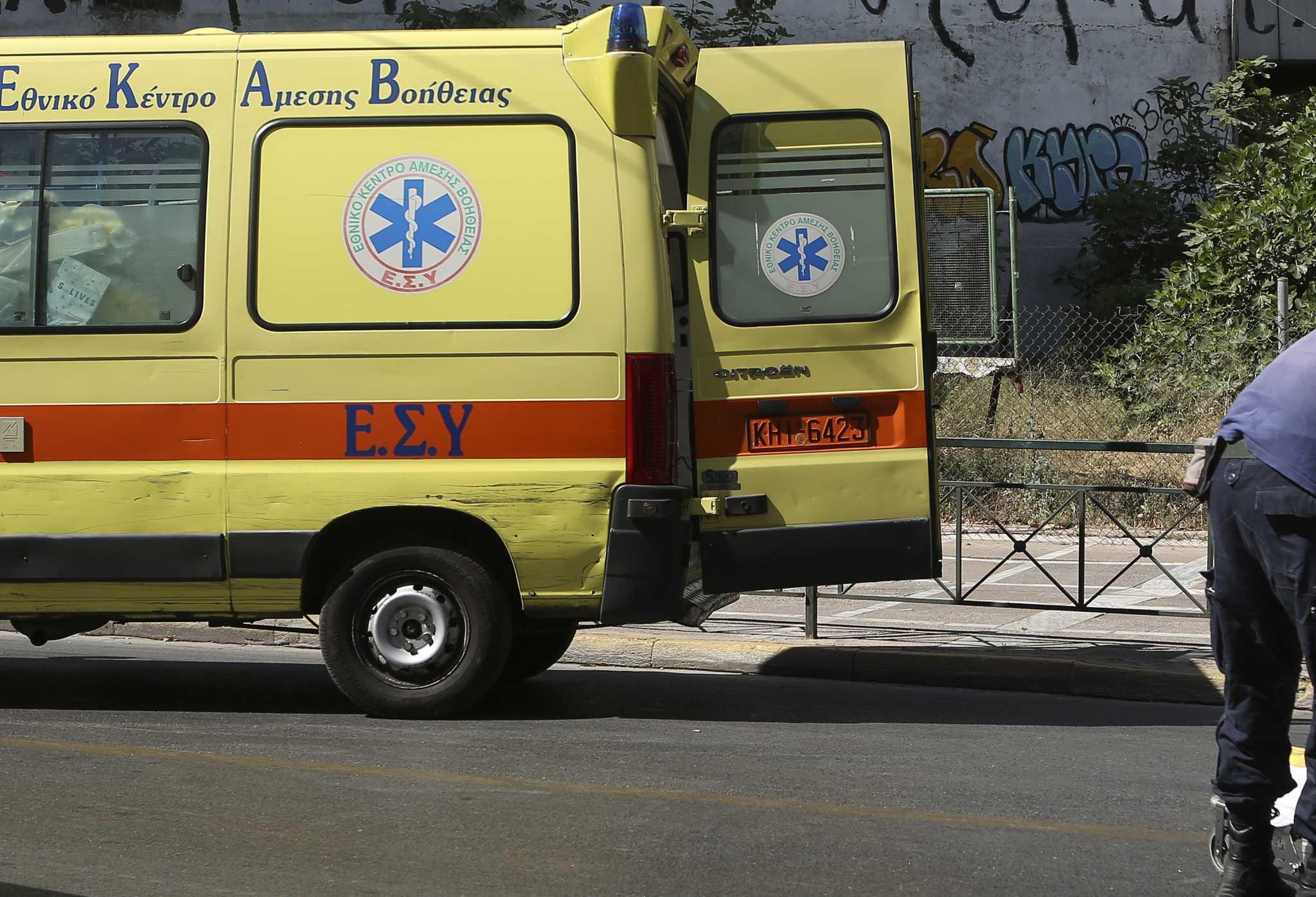 Κρήτη: Μηχανή «καρφώθηκε» στην είσοδο μαιευτηρίου