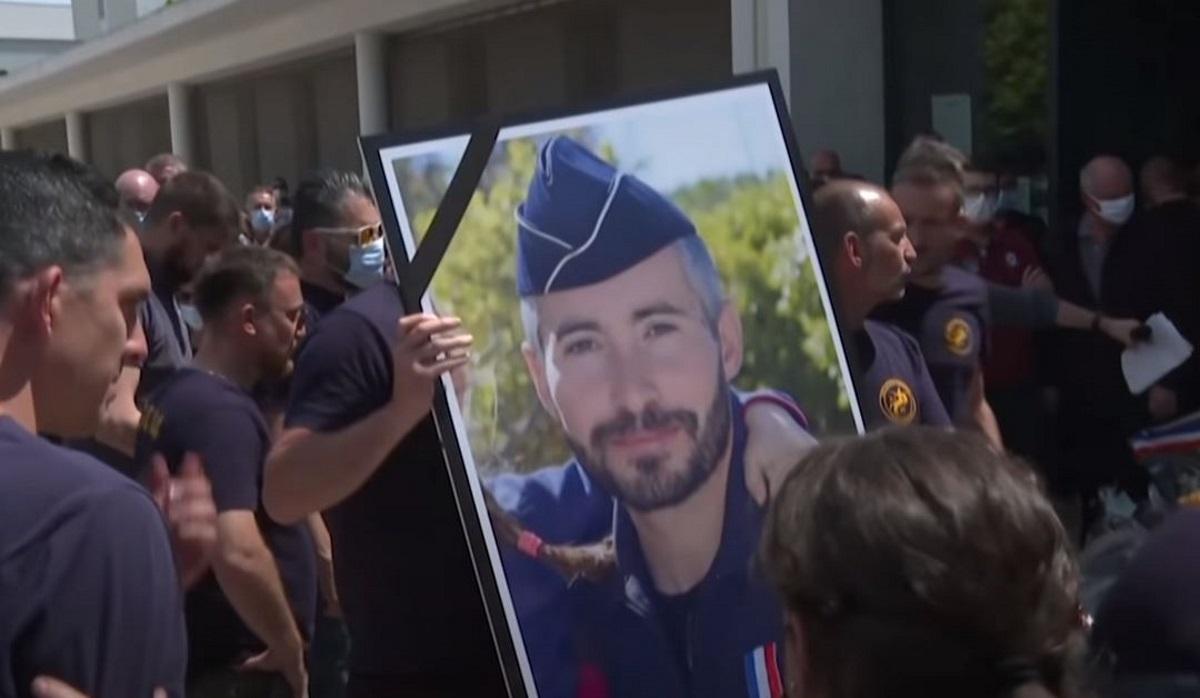Γαλλία: Τέσσερις συλλήψεις για την δολοφονία 36χρονου αστυνομικού στην Αβινιόν (vids)