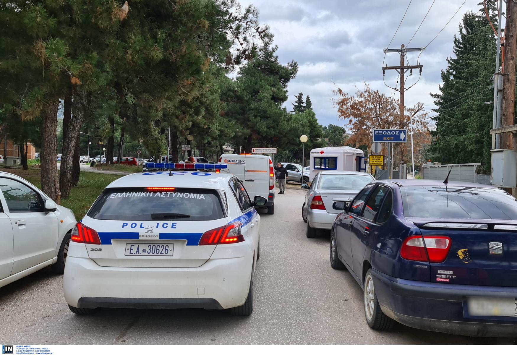 Λαμία: Αστυνομικοί και αντιεξουσιαστές έξω από το νοσοκομείο για τον Γιάννη Δημητράκη