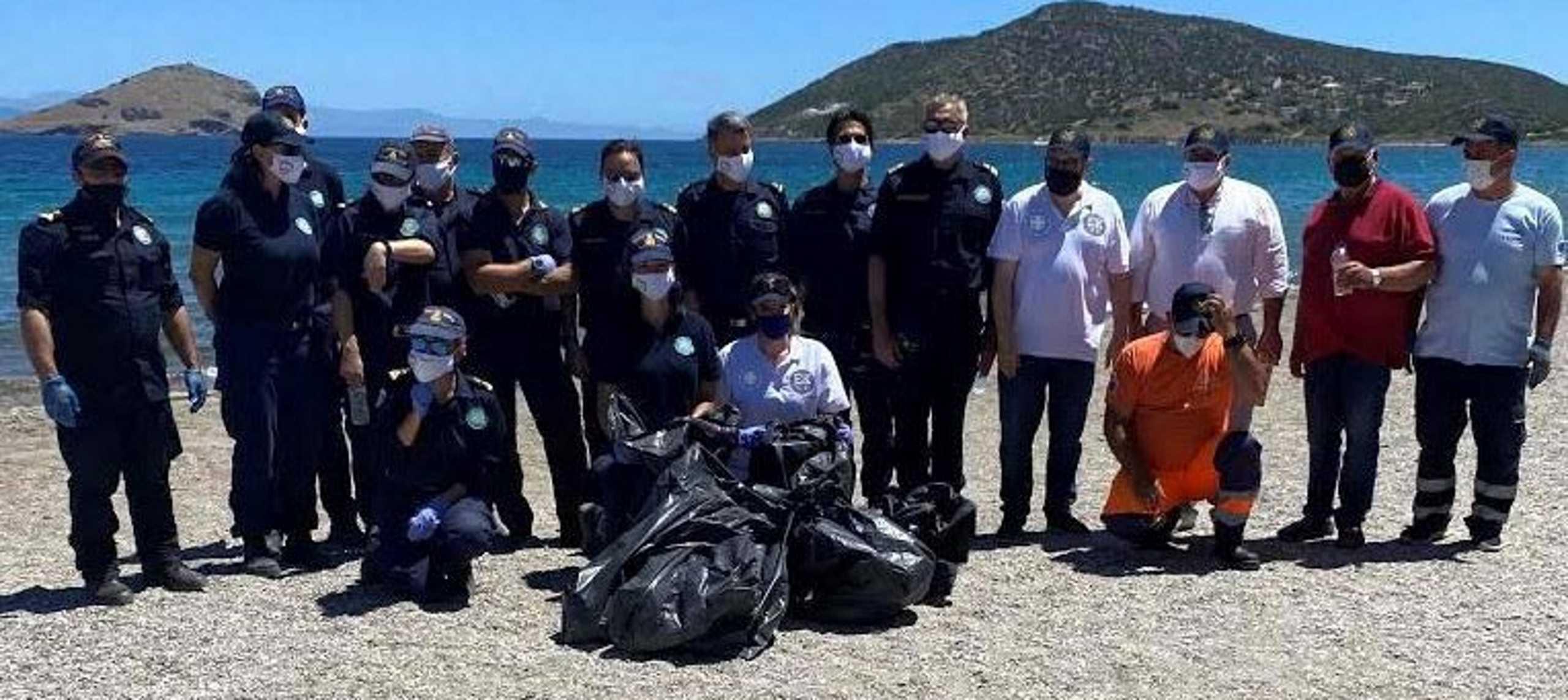 Ολυμπιονίκες και παγκόσμιοι πρωταθλητές καθαρίζουν παραλίες στο Πόρτο Ράφτη (pics)