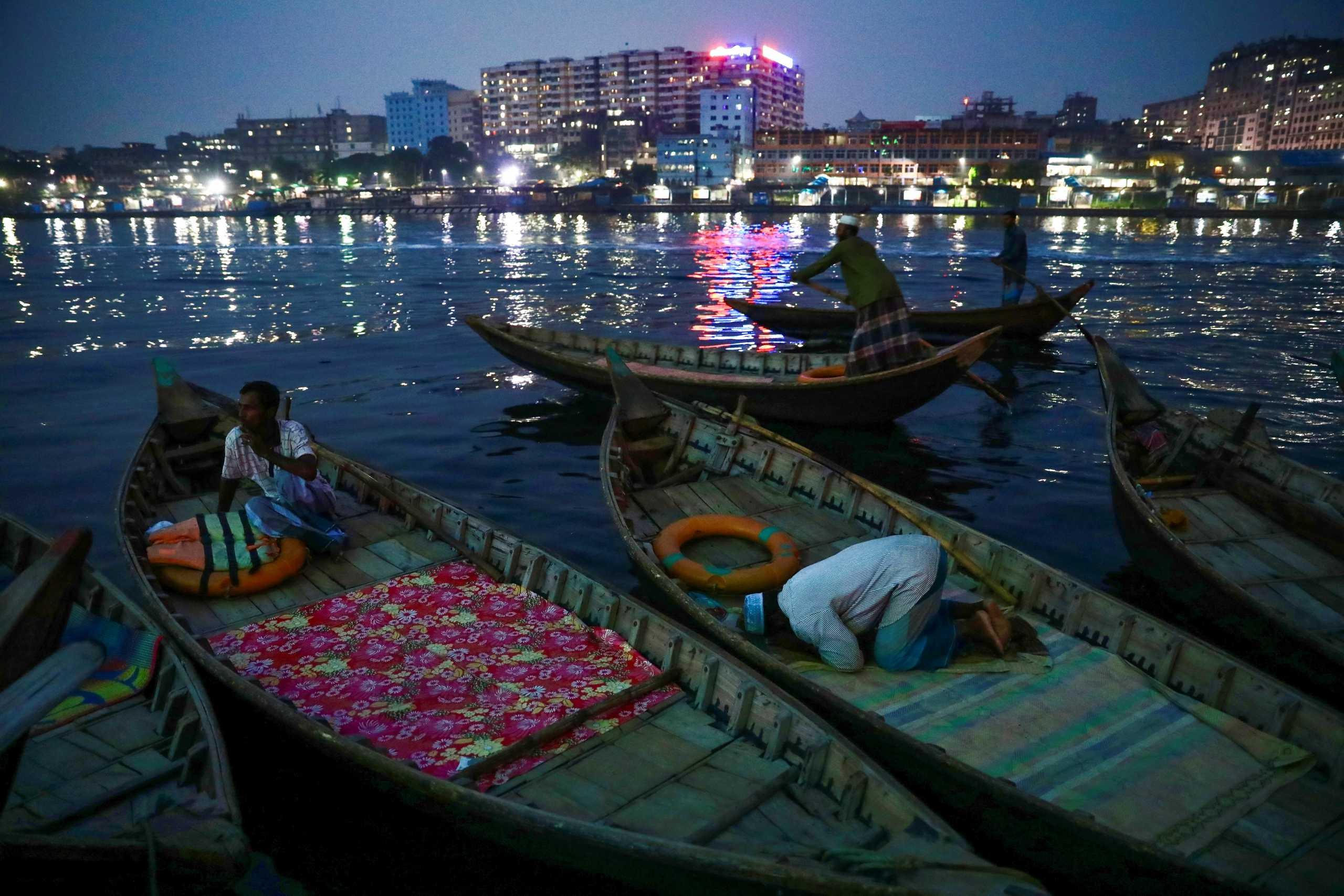 Τραγωδία στο Μπαγκλαντές: 25 νεκροί σε σύγκρουση πλοίων