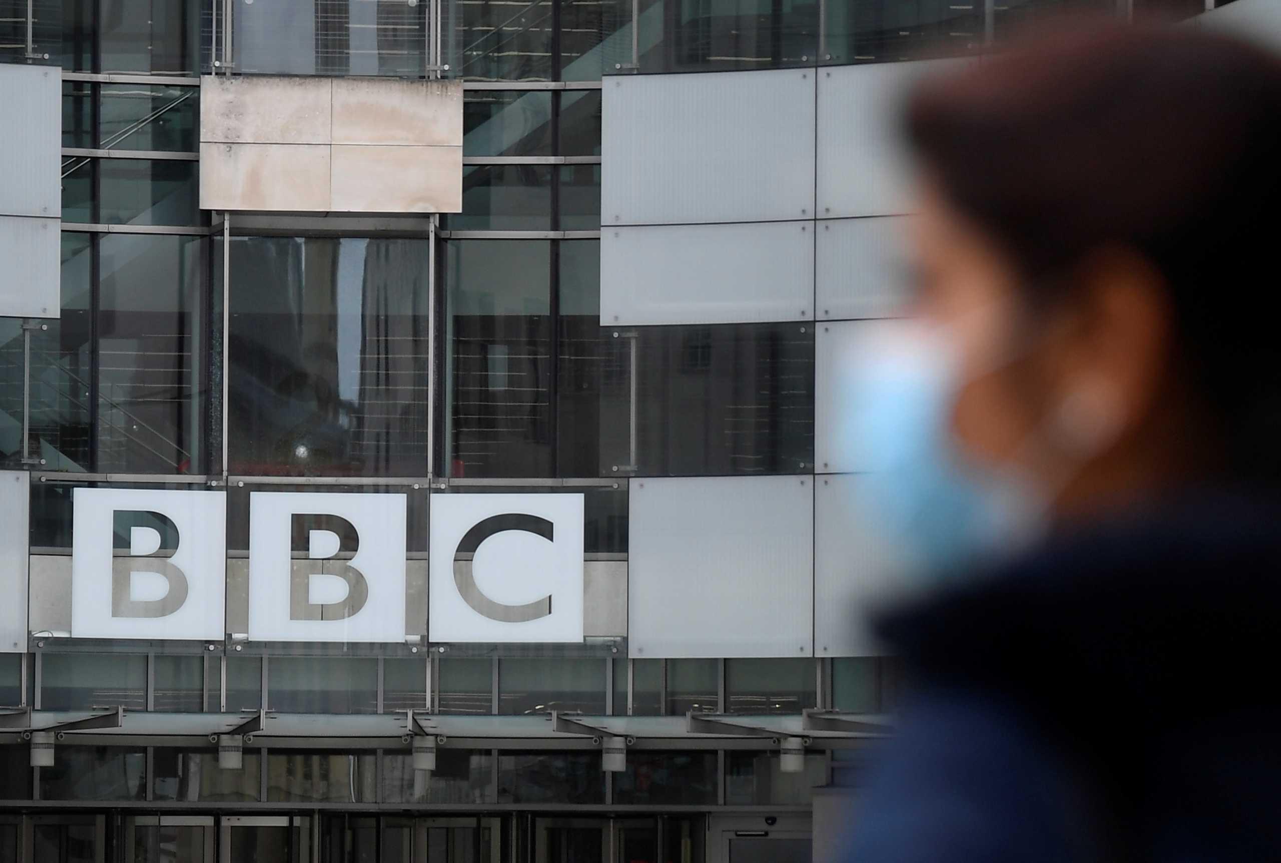 Βρετανία: Πέθανε 44χρονη παρουσιάστρια του BBC λίγες μέρες αφού έκανε το εμβόλιο της AstraZeneca