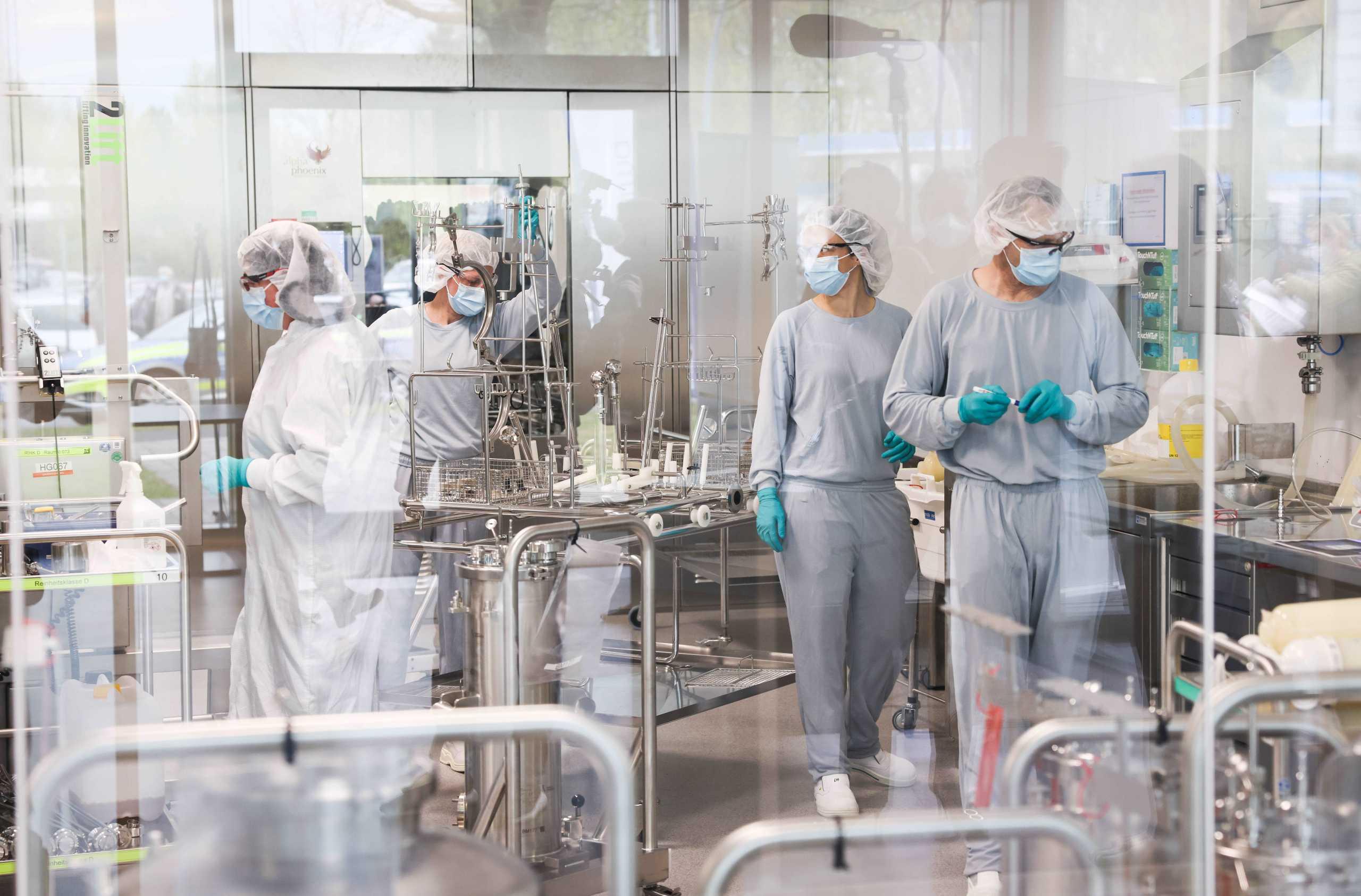 Επεκτείνεται η BioNTech: Ανοίγει εργοστάσιο στη Σιγκαπούρη και θα παράγει εμβόλια για τον κορονοϊό