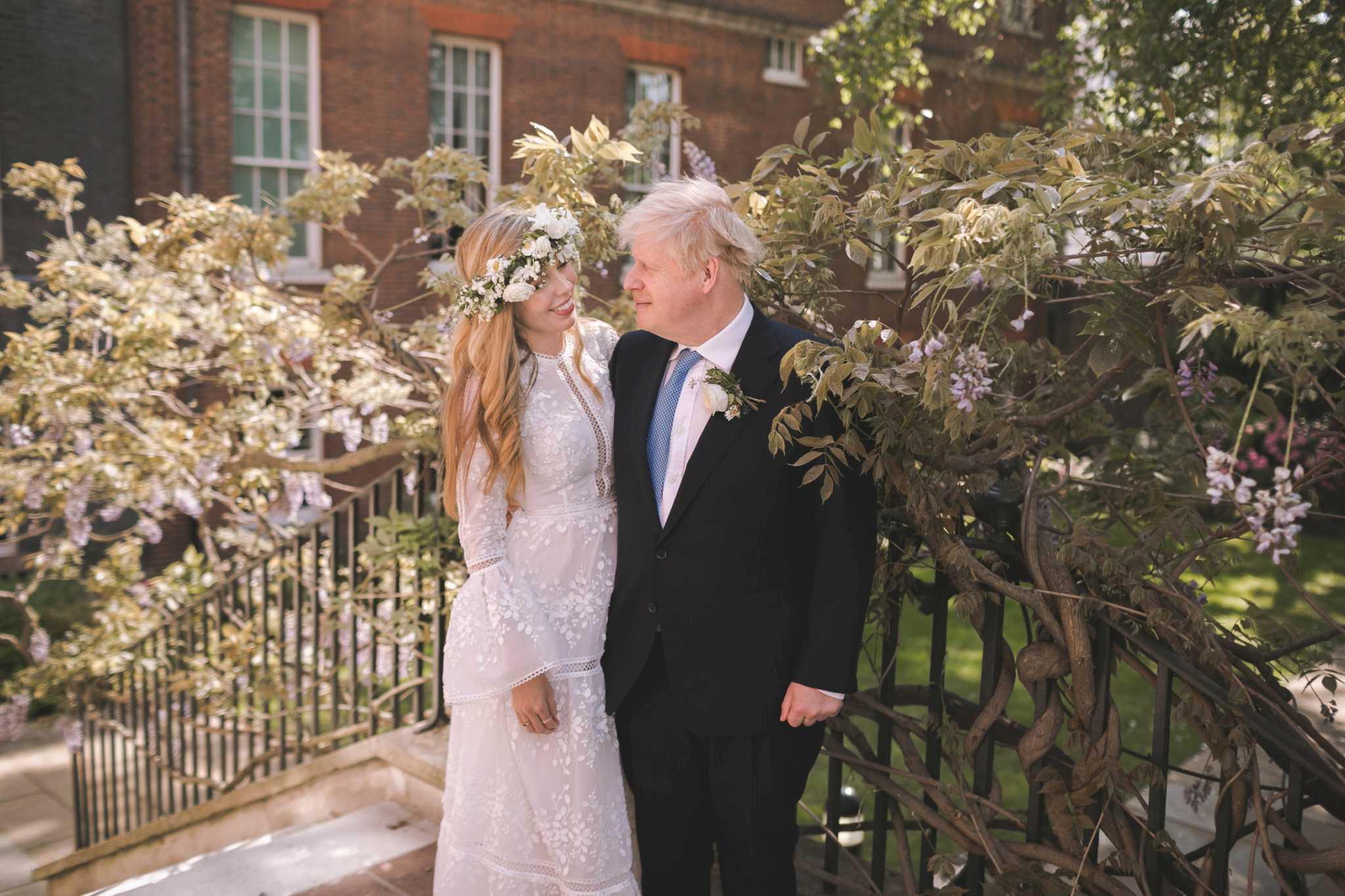 Γάμος Μπόρις Τζόνσον: 45 λίρες… νοίκιασαν το νυφικό της Κάρι