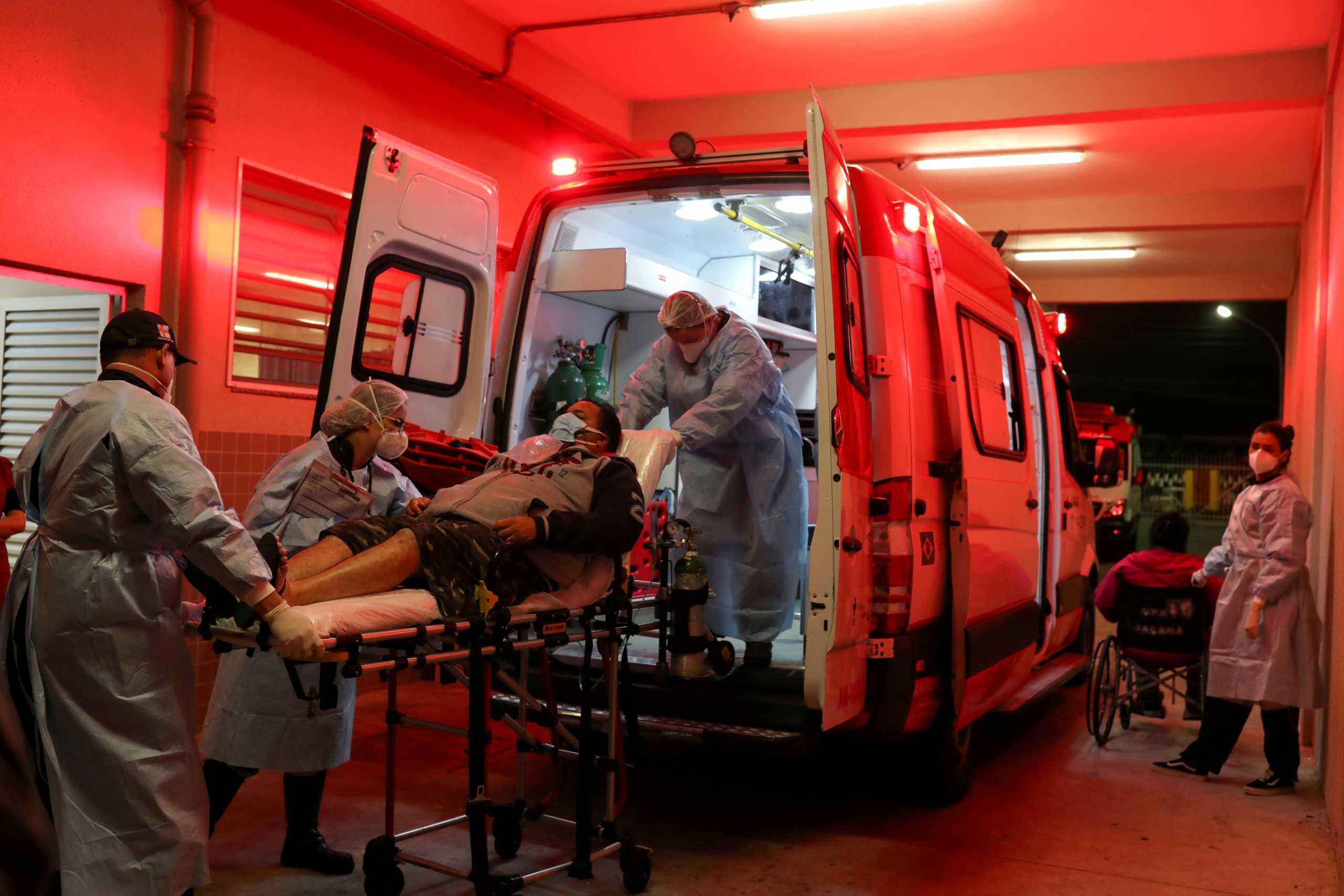 Σαρωτικός ο κορονοϊός στη Βραζιλία – Καθυστερούν κι άλλο οι εμβολιασμοί