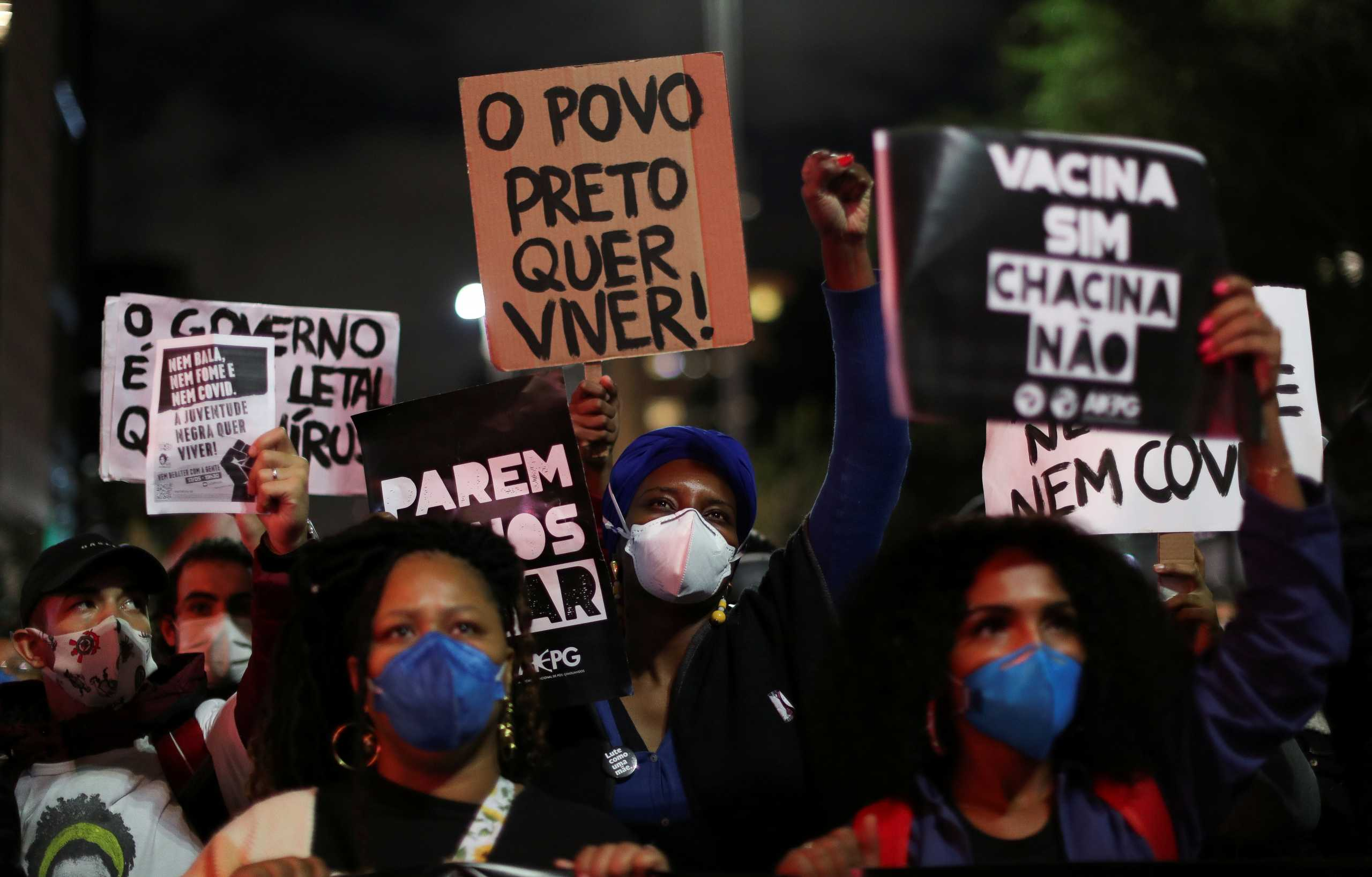 Βραζιλία: Χιλιάδες διαδήλωσαν κατά της αστυνομικής βίας και του ρατσισμού και μετά τη σφαγή σε φαβέλα (pics, vid)