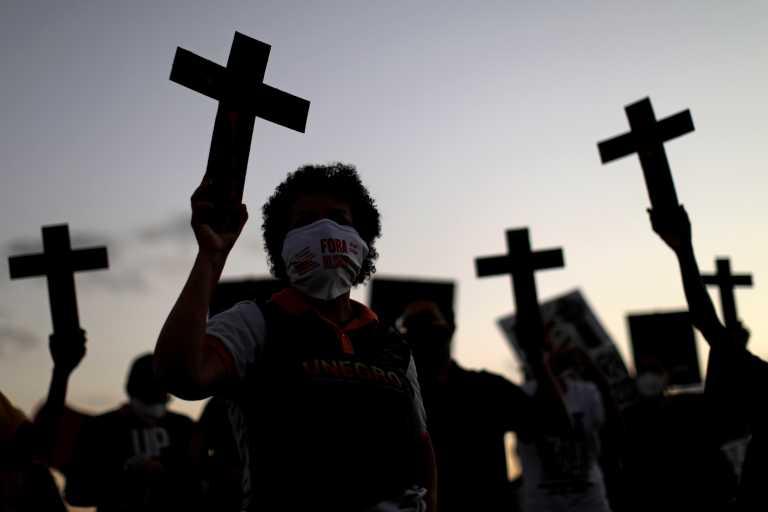 Βραζιλία: Πλησιάζουν τους 480.000 οι θάνατοι από Covid-19