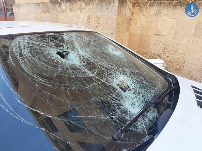 Ρόδος: Υπαστυνόμος εμβόλισε και διέλυσε με βαριοπούλα το αυτοκίνητο του διευθυντή του (pics)