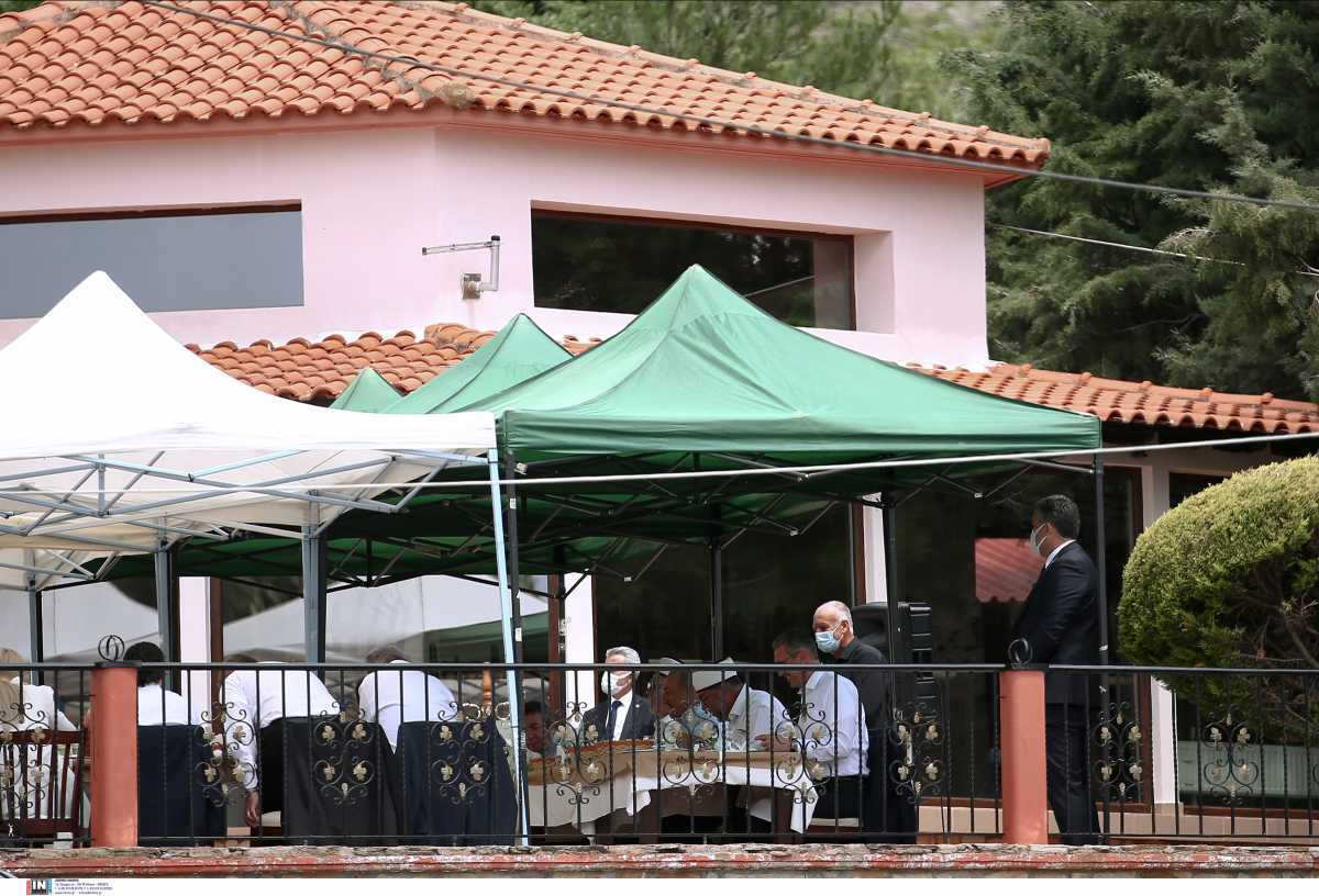 Επίσκεψη Τσαβούσογλου: Οι υποσχέσεις στους ψευδομουφτήδες και οι προκλητικές αναφορές στην «τουρκική μειονότητα»