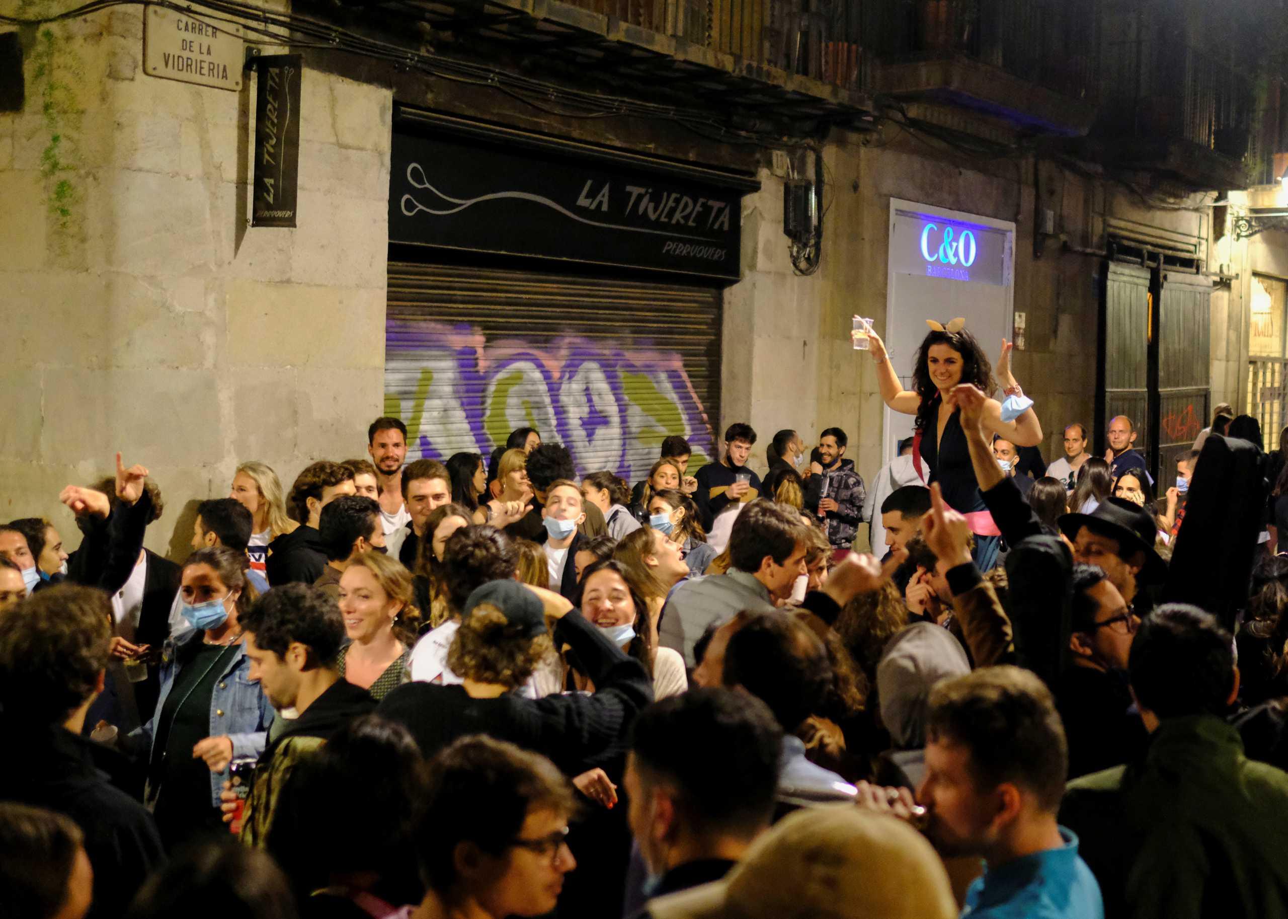 Η Βαρκελώνη ένα απέραντο… κορονοπάρτι! (pics, vid)