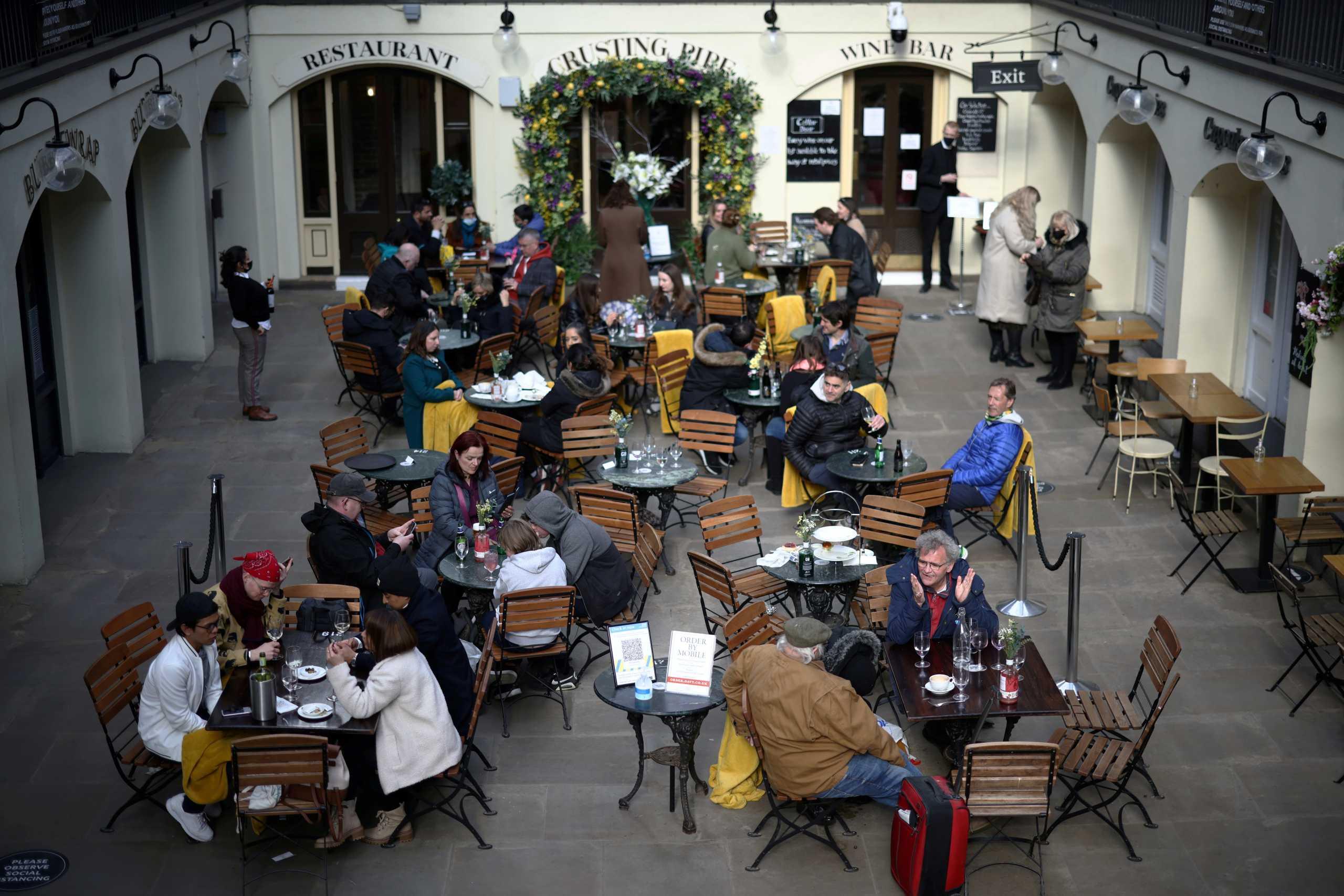 Βρετανία: Χαλαρώνουν και άλλο τα μέτρα για τον κορονοϊό – Αναμένονται ανακοινώσεις Τζόνσον