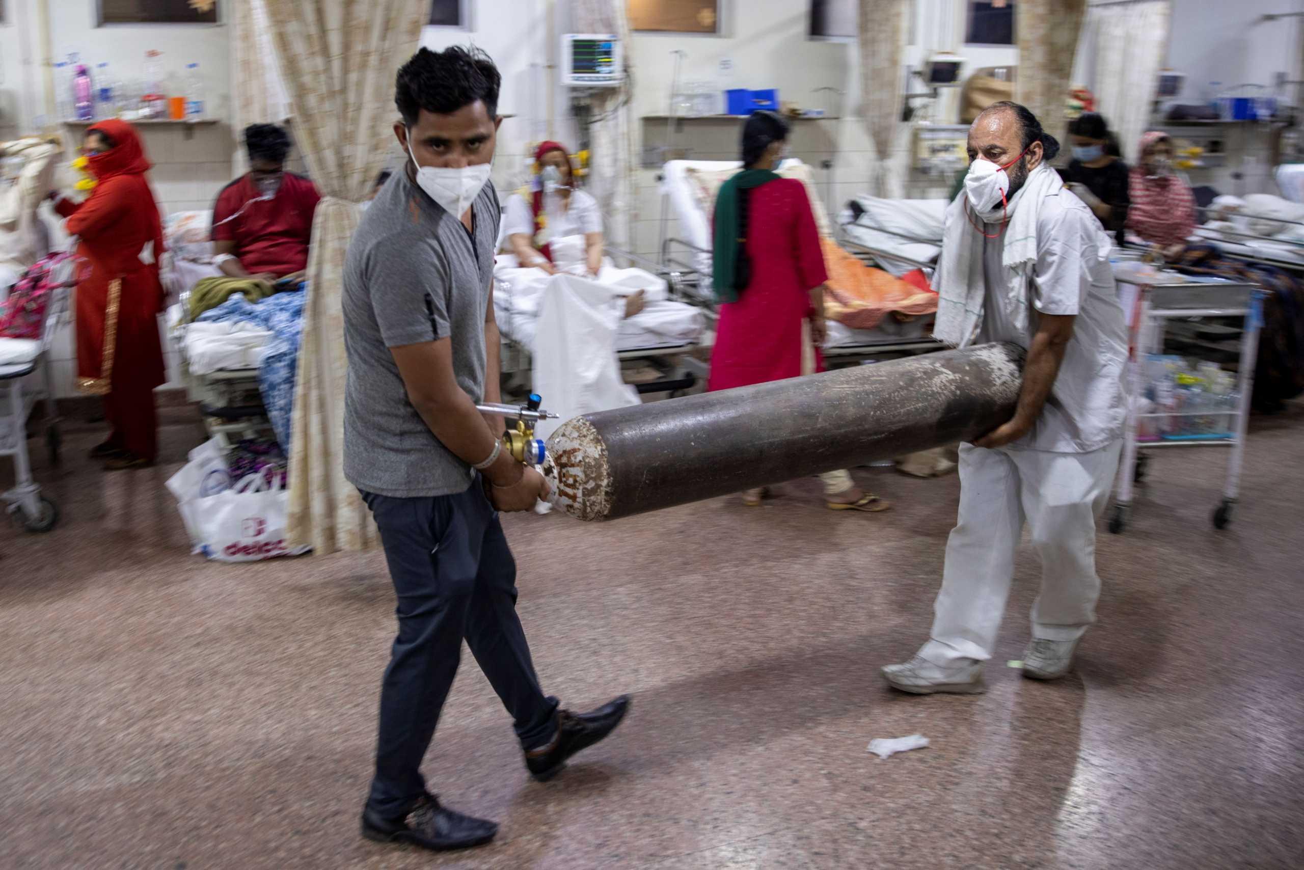 «Εκρηκτική» η κατάσταση στην Ινδία: 1,5 εκατ. κρούσματα κορονοϊού σε μία εβδομάδα