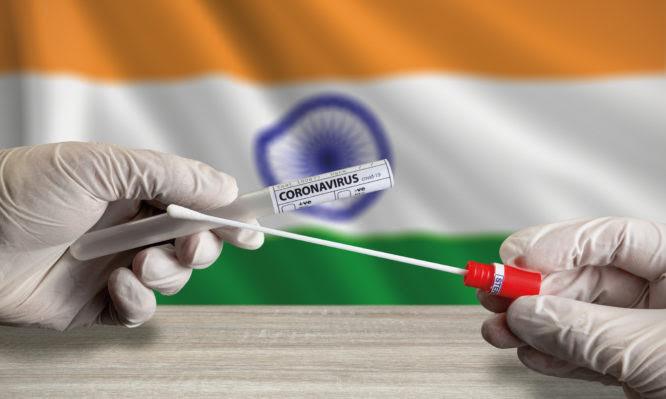 """Οι εμβολιασμοί """"όπλο"""" απέναντι στο ινδικό στέλεχος που απειλεί τη Βρετανία – Ο κίνδυνος για την Ελλάδα"""