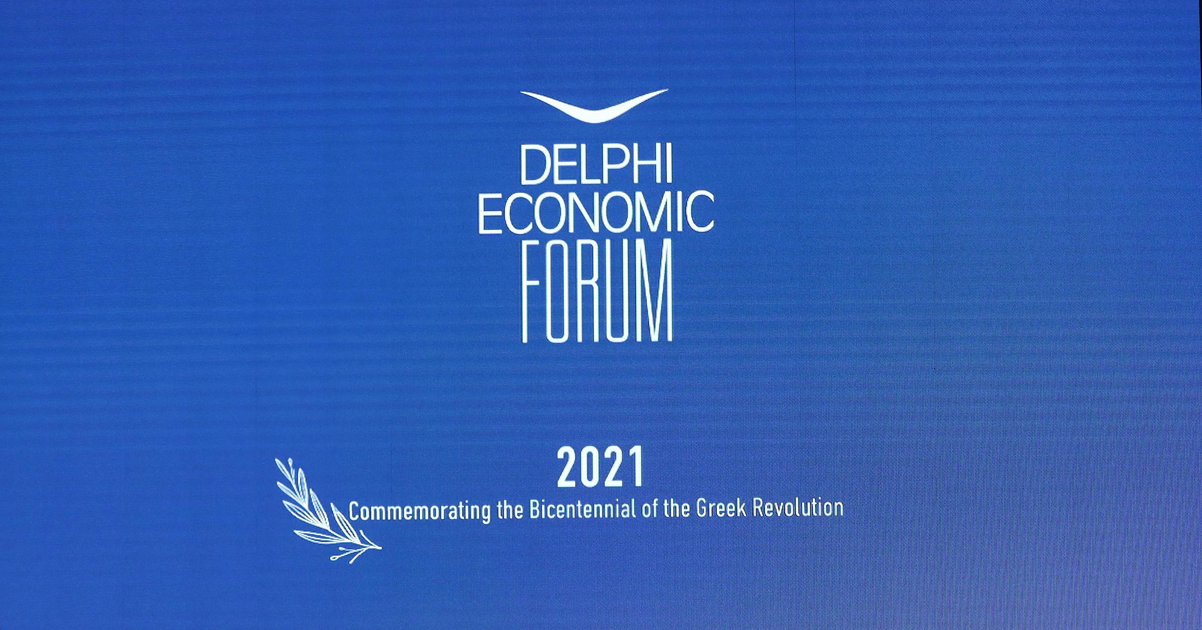 Οικονομικό Φόρουμ Δελφών: Η συζήτηση Μητσοτάκη – Σάντσεθ