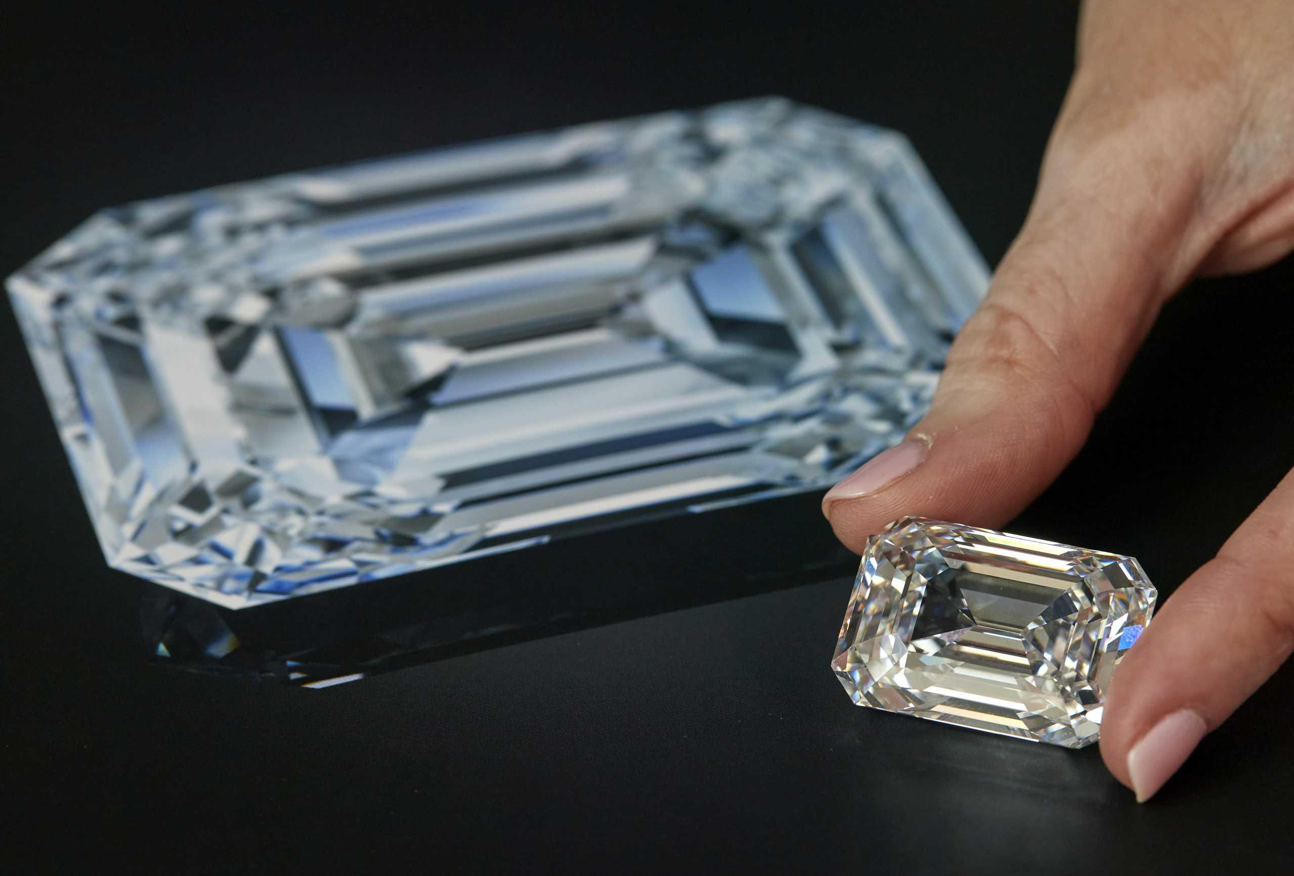 Στο «σφυρί» διαμάντι 101 καρατιών  στη Γενεύη – Μπορεί να «πιάσει» 18 εκατ. ελβετικά φράγκα (pics)