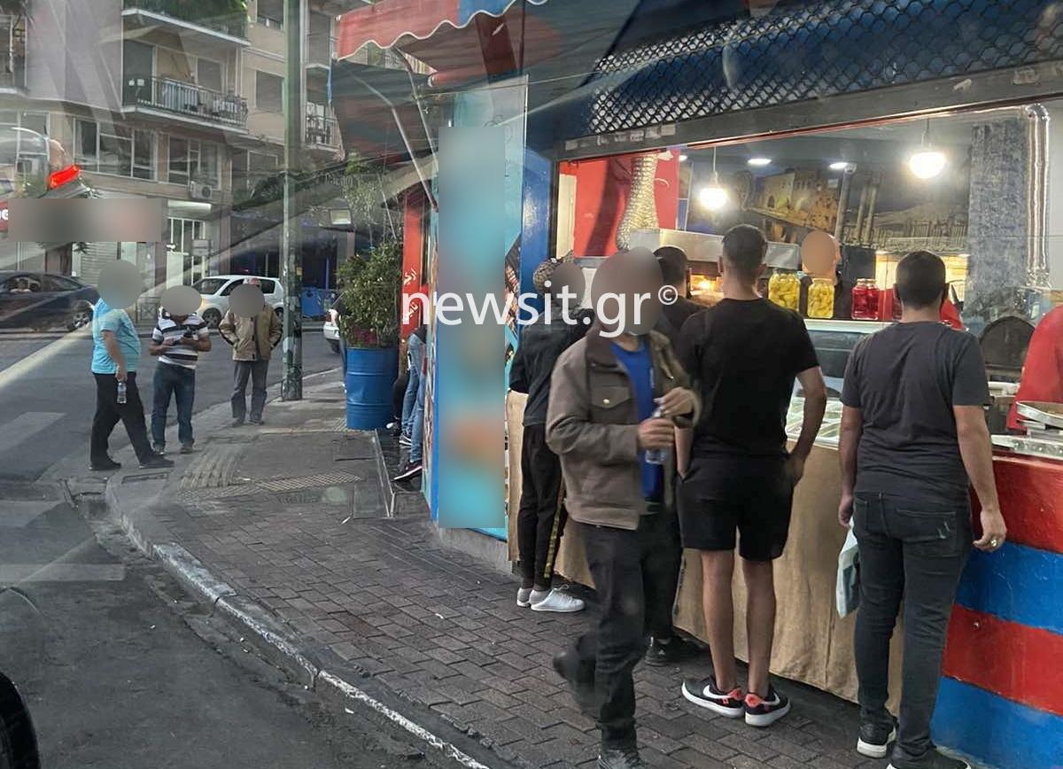 Εκτός από σνακ και καφέδες σέρβιρε και… πλαστά διαβατήρια – Αστυνομική επιχείρηση στο κέντρο της Αθήνας (pics)