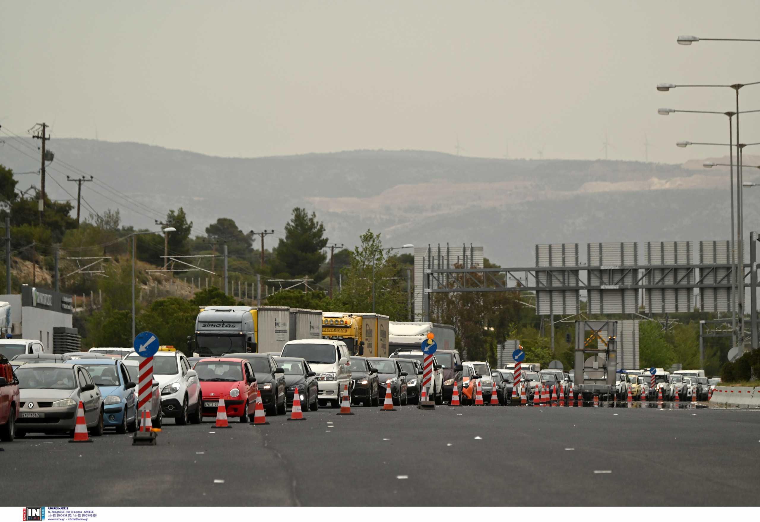 Διόδια: Μαζική έξοδος από την Αθήνα και το Σάββατο – 60.000 οχήματα σε Ελευσίνα και Αφίδνες