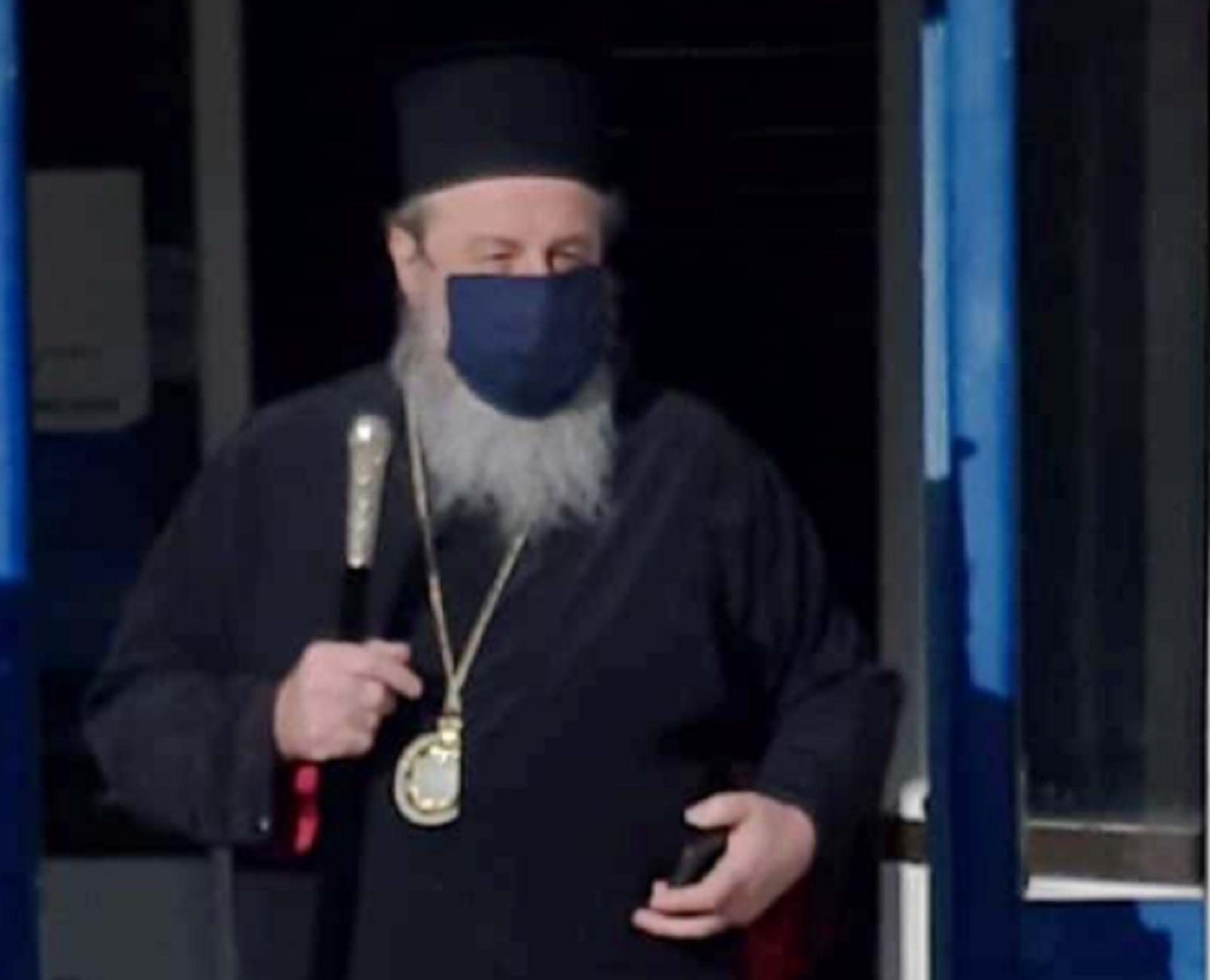 Στον εισαγγελέα ο μητροπολίτης Δράμας για τους «αντάρτες» ιερείς του Πάσχα – Ξέσπασε μετά τον εμβολιασμό του