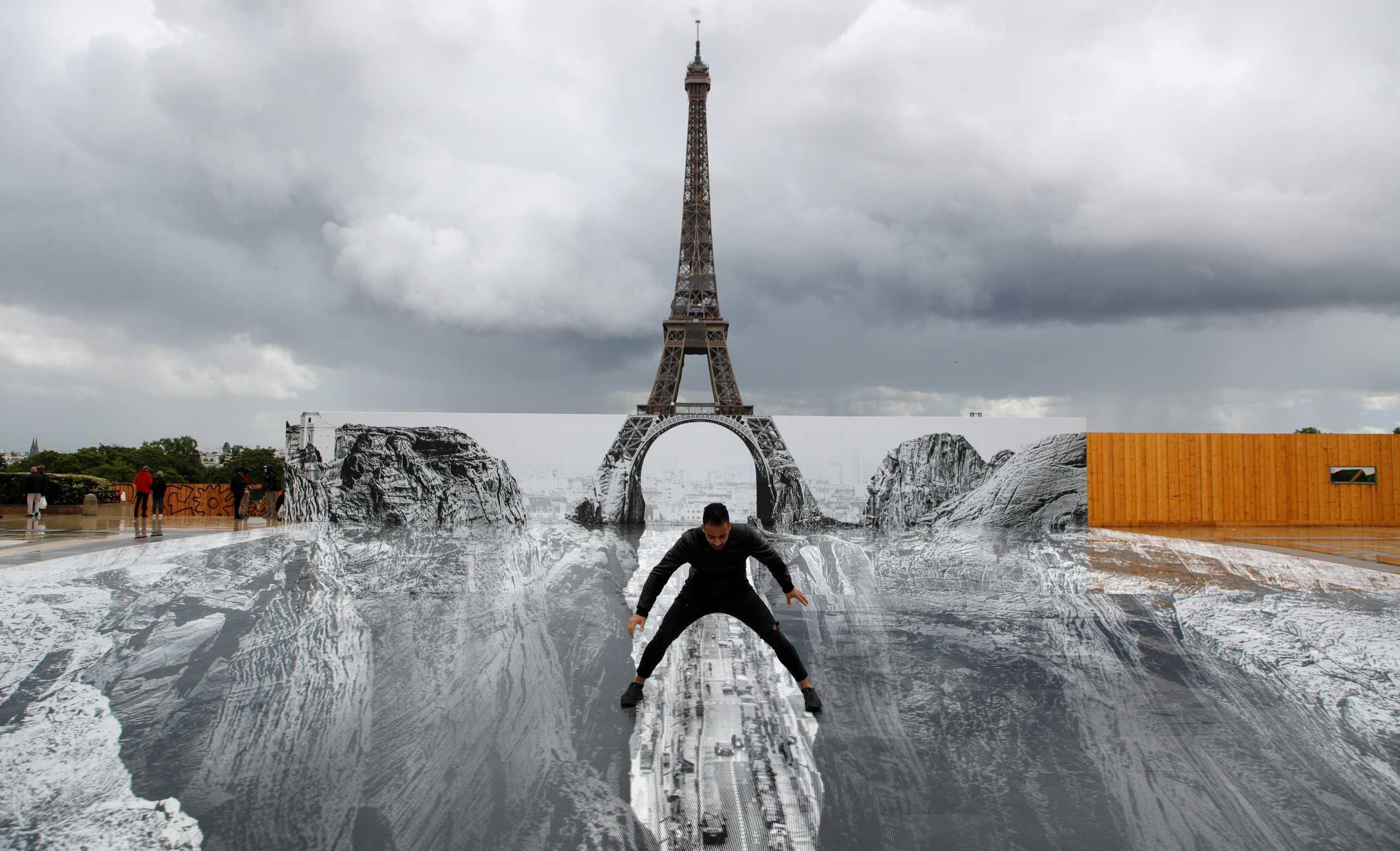 Ο Πύργος του Άιφελ πάνω σε φαράγγι – Η απόλυτη οπτική ψευδαίσθηση (pics)
