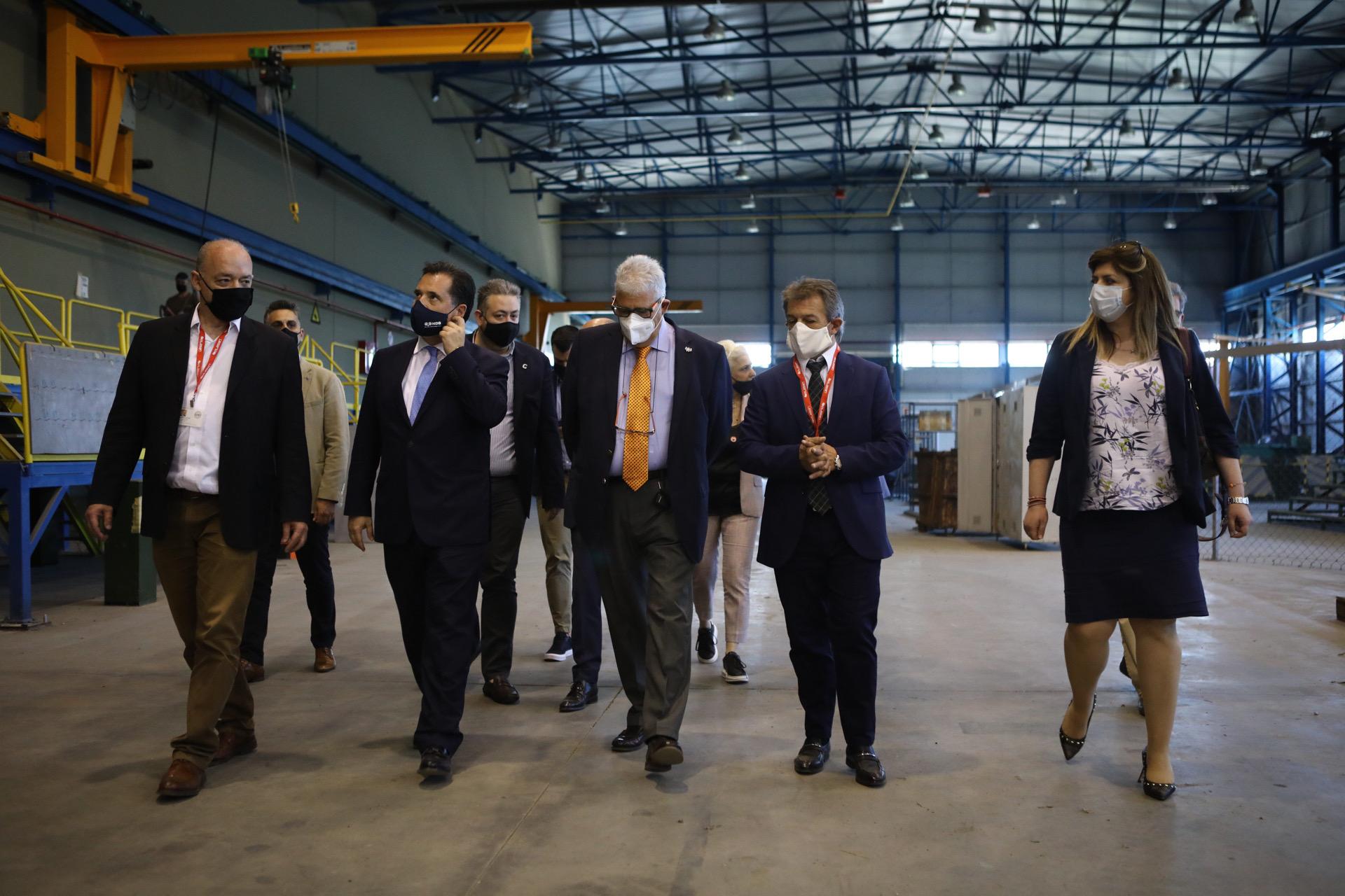 ΕΛΒΟ: Ξεκίνησαν η ανακαίνιση και οι προσλήψεις στο εργοστάσιο – Στις εγκαταστάσεις ο Άδωνις Γεωργιάδης