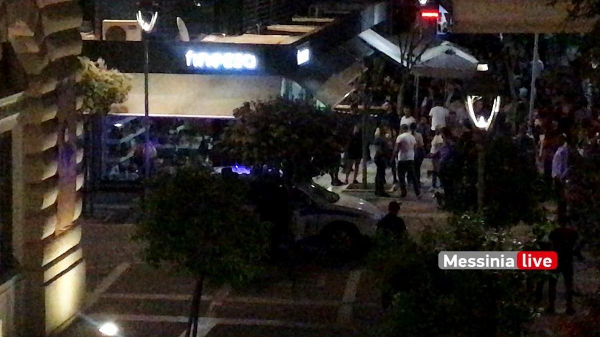 Χαμός για το ωράριο: Θαμώνες καφετέριας τα έβαλαν με τους αστυνομικούς στην Καλαμάτα (video)