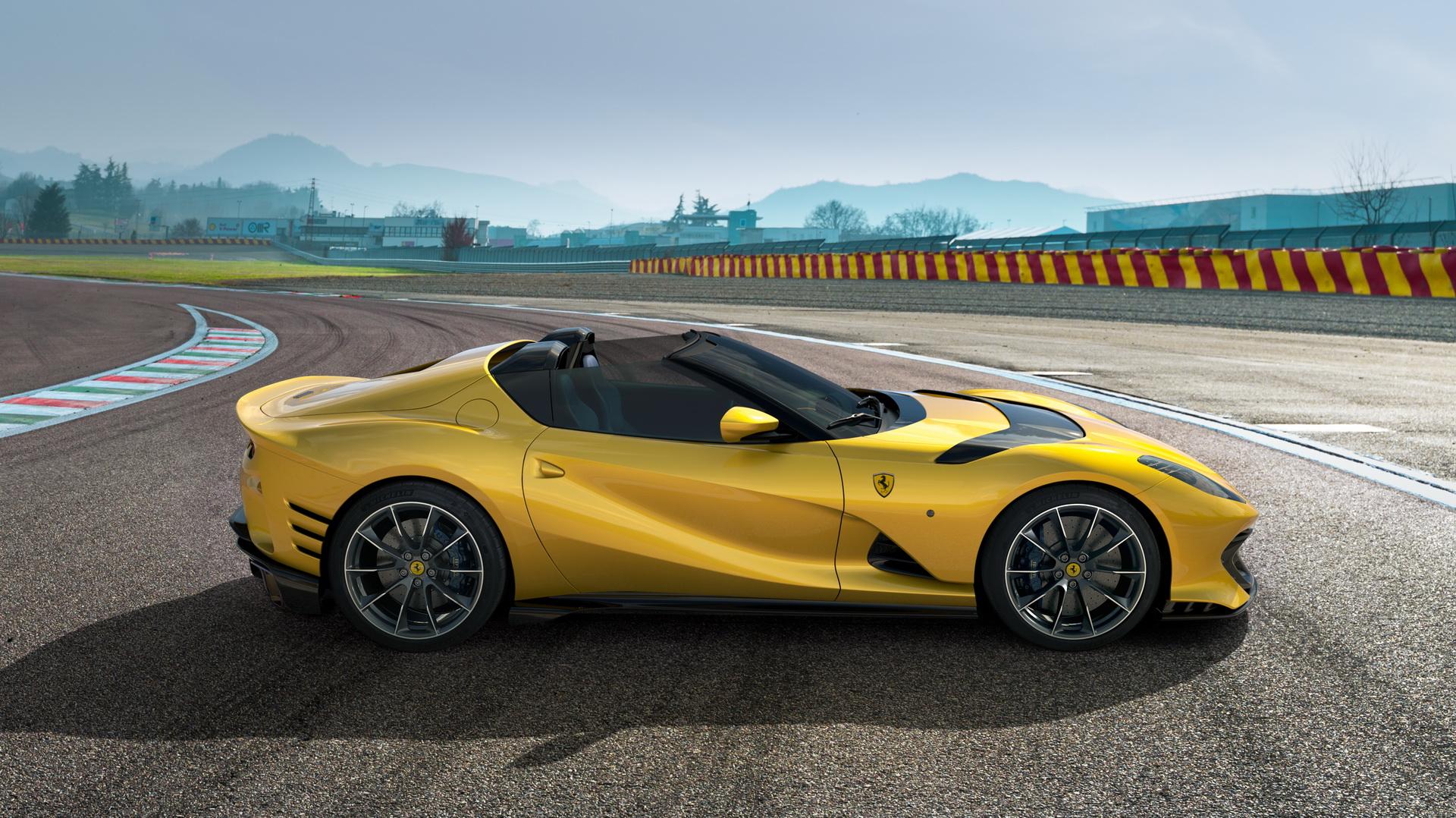 Η Ferrari παρουσίασε την ανοιχτή και κλειστή 812 Competizione (pics)