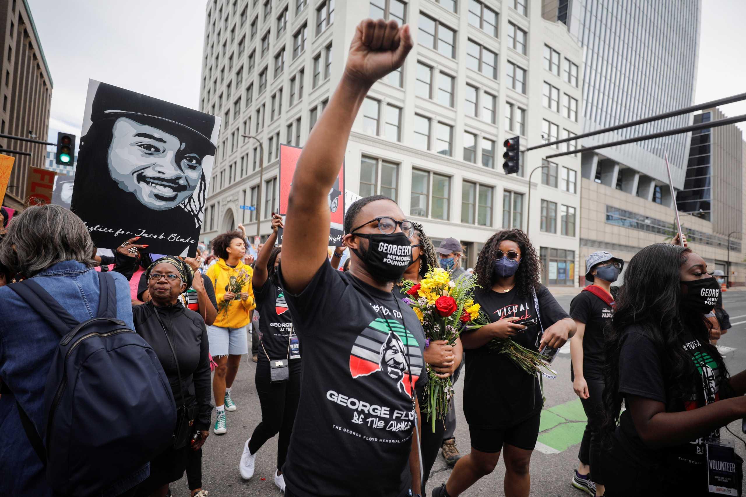 Τζορτζ Φλόιντ: Διαδηλώσεις στην Μινεάπολη για τον ένα χρόνο από τη δολοφονία του (pics)