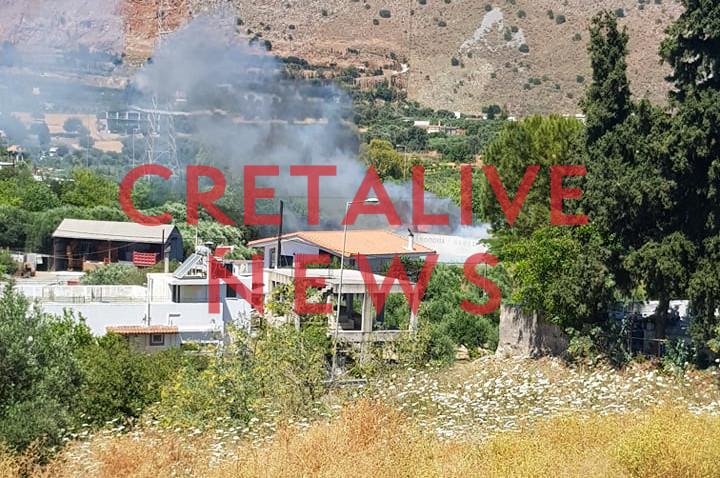 Ηράκλειο: Υπό έλεγχο η φωτιά στο Γάζι – Καταστράφηκε το ξυλουργείο απ' όπου ξεκίνησε το μεσημέρι