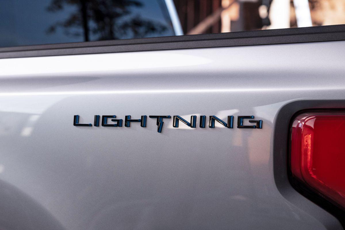 H Ford βάζει και τα pick-up της στην πρίζα! (video)