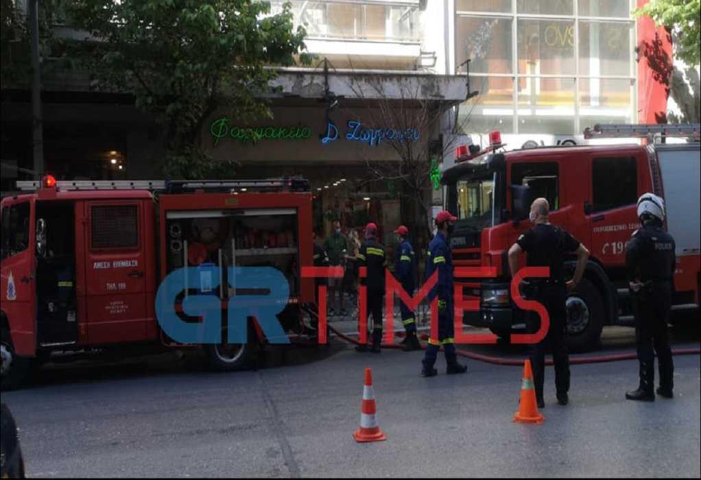 Θεσσαλονίκη: Αναστάτωση στην Τσιμισκή από φωτιά σε 8όροφο κτίριο (video)