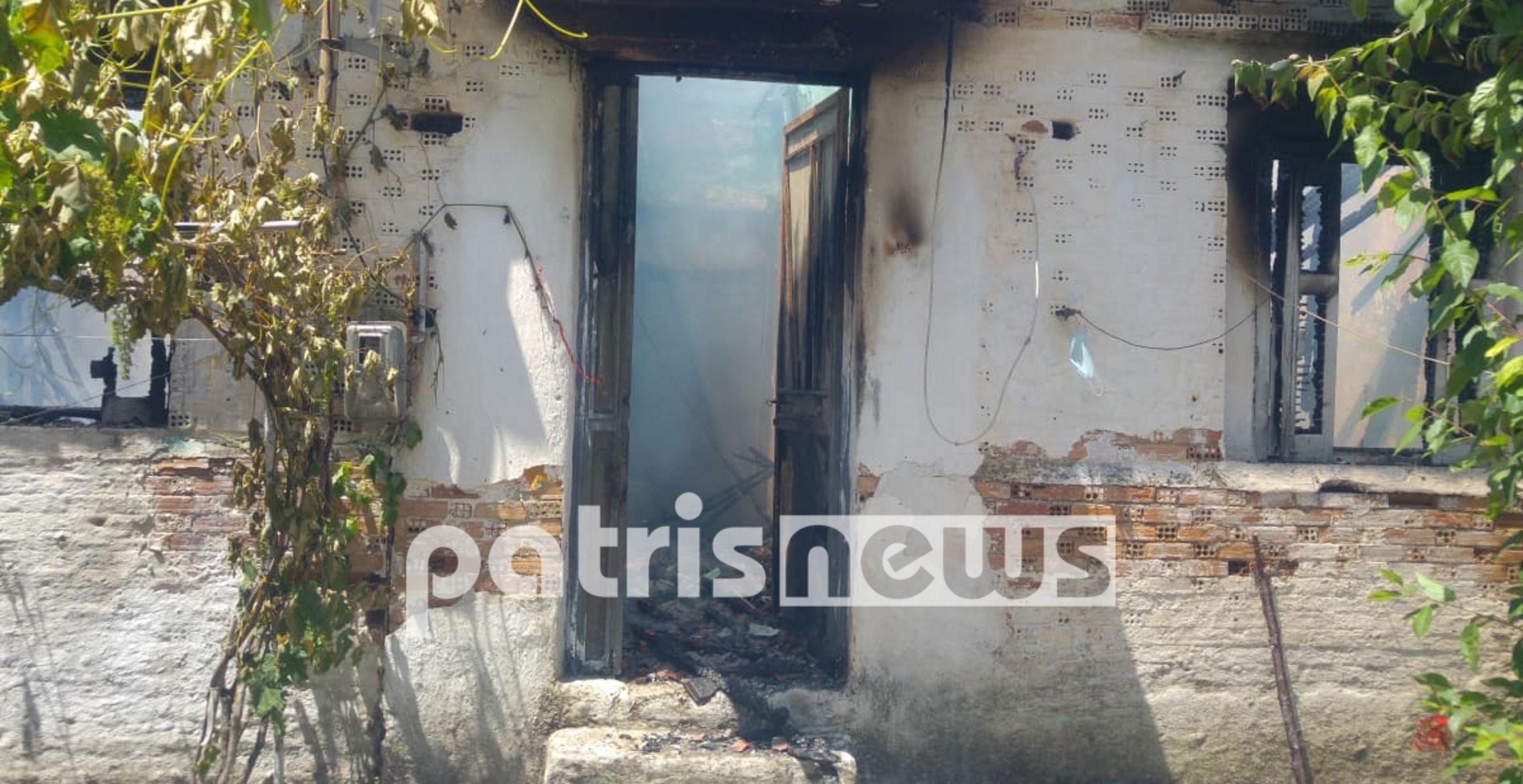 Φωτιά έκανε στάχτη το σπίτι ηλικιωμένου στον Πύργο Ηλείας (pics, vid)