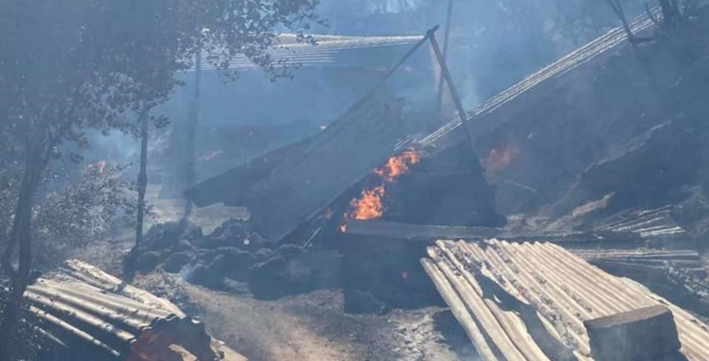 Φωτιά στη Μακρακώμη: Μετράνε τις πληγές τους οι κάτοικοι (pics)