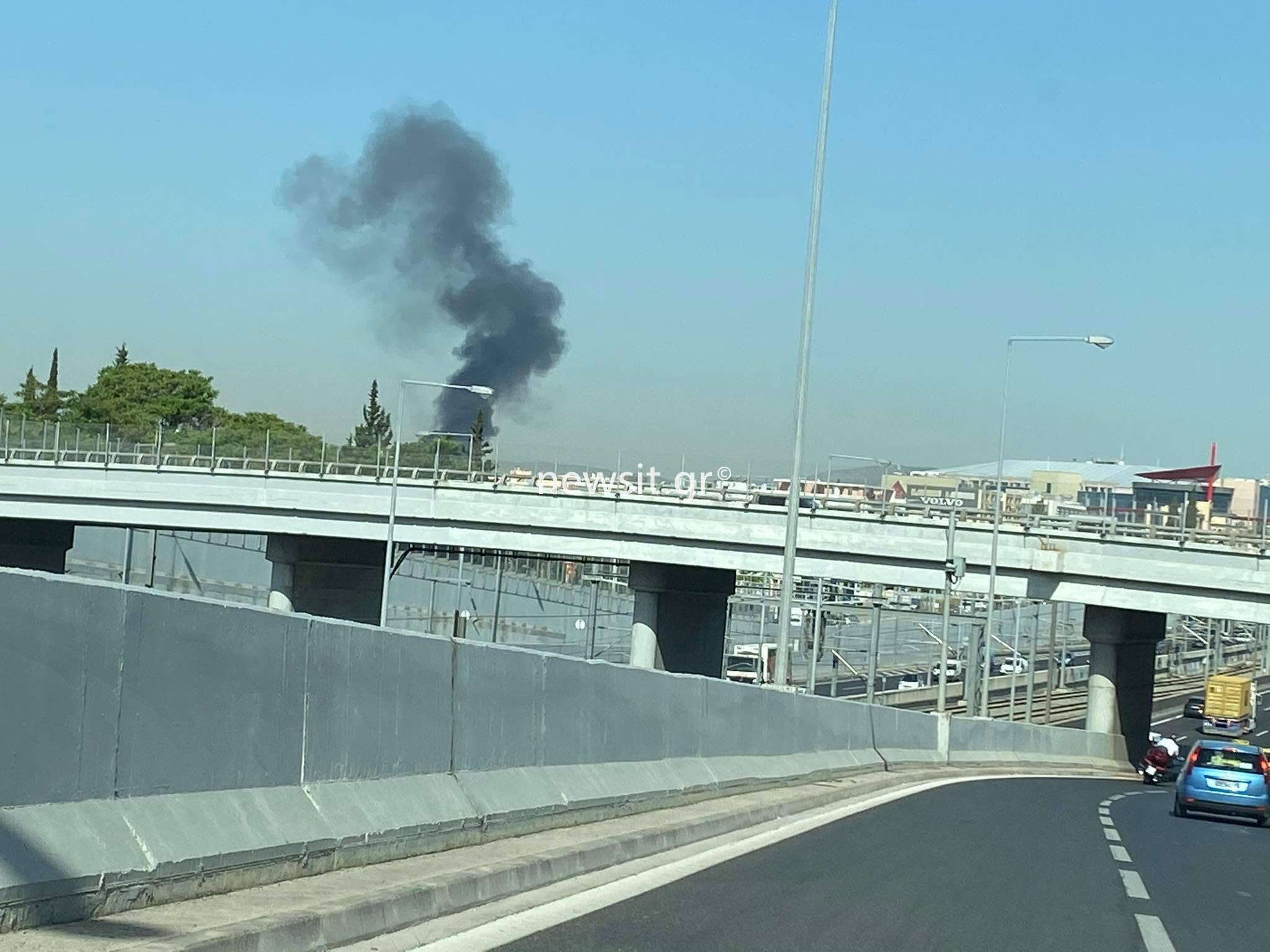 Φωτιά σε κτίριο στην Λεωφόρο Κύμης (pics)