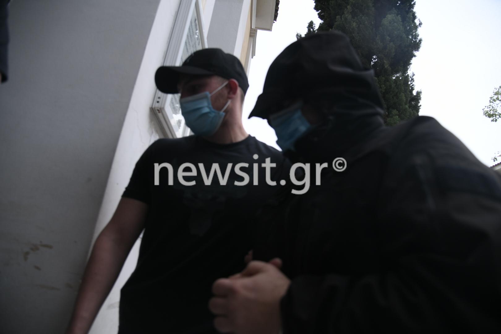 Μένιος Φουρθιώτης: Στην Ευελπίδων για να απολογηθεί – Τι υποστηρίζουν οι συγκατηγορούμενοί του (pics)