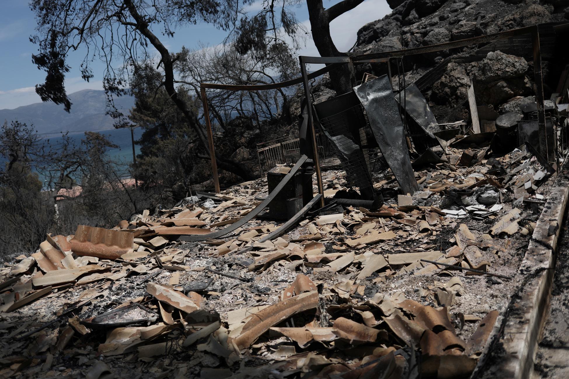 Φωτιά σε Κορινθία και Δυτική Αττική: Τα μέτρα στήριξης στους πυρόπληκτους