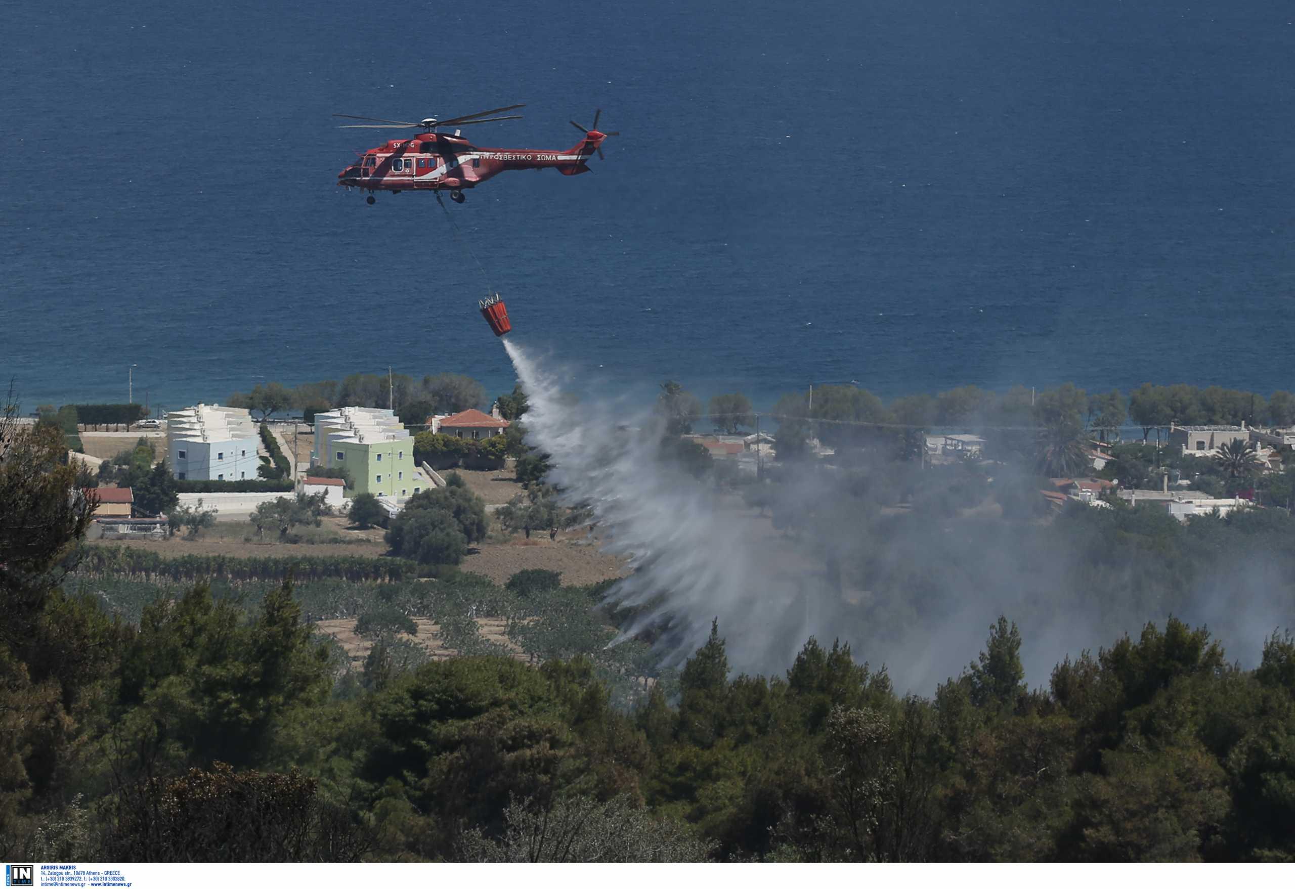 Φωτιά στα Γεράνεια: Θέμα χρόνου να τεθεί σε ύφεση – Κυβερνητικό κλιμάκιο στο Αλεποχώρι