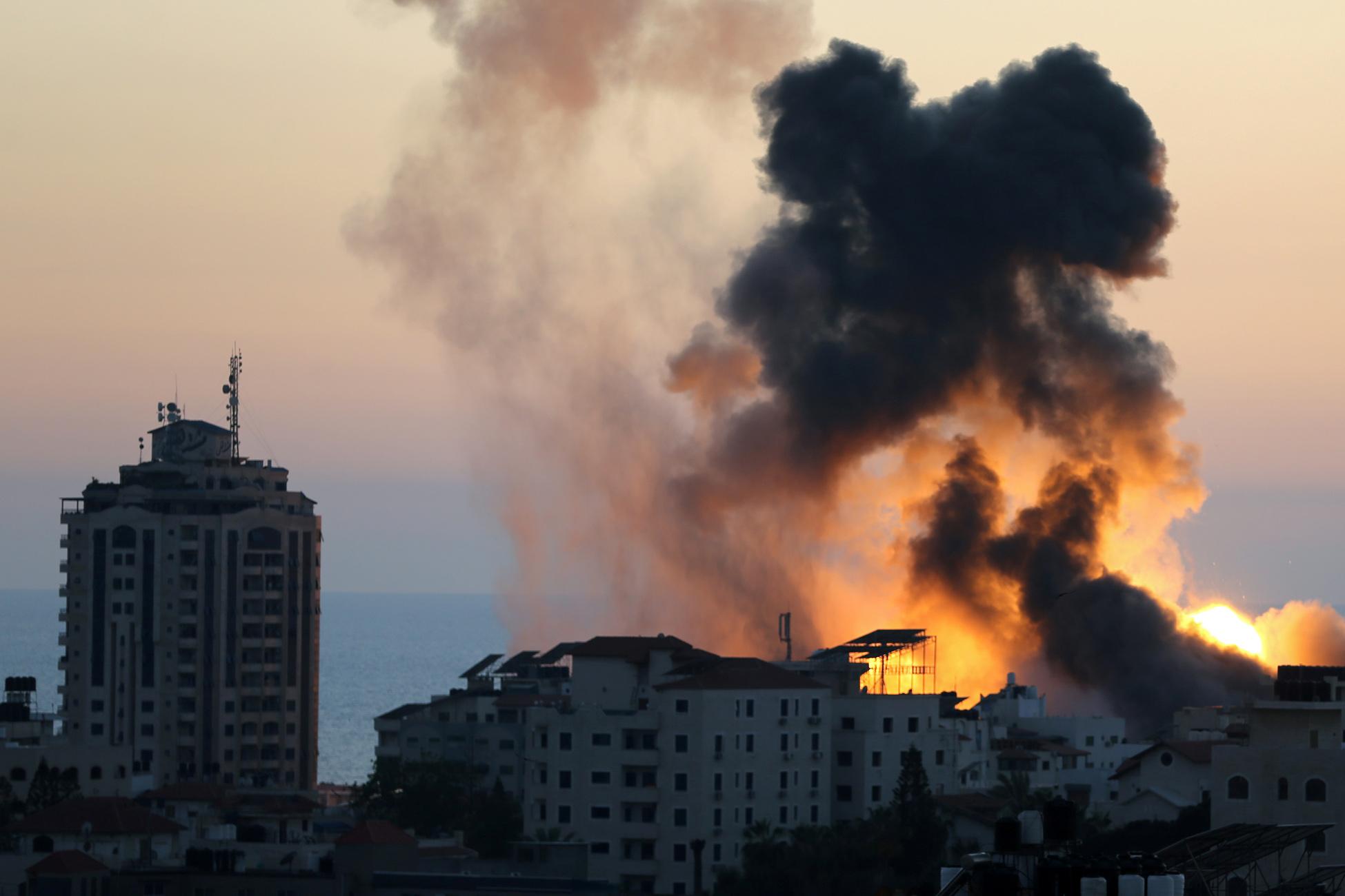 Λωρίδα της Γάζας: Τουλάχιστον 10.000 Παλαιστίνιοι έχουν αναγκαστεί να εγκαταλείψουν τα σπίτια τους