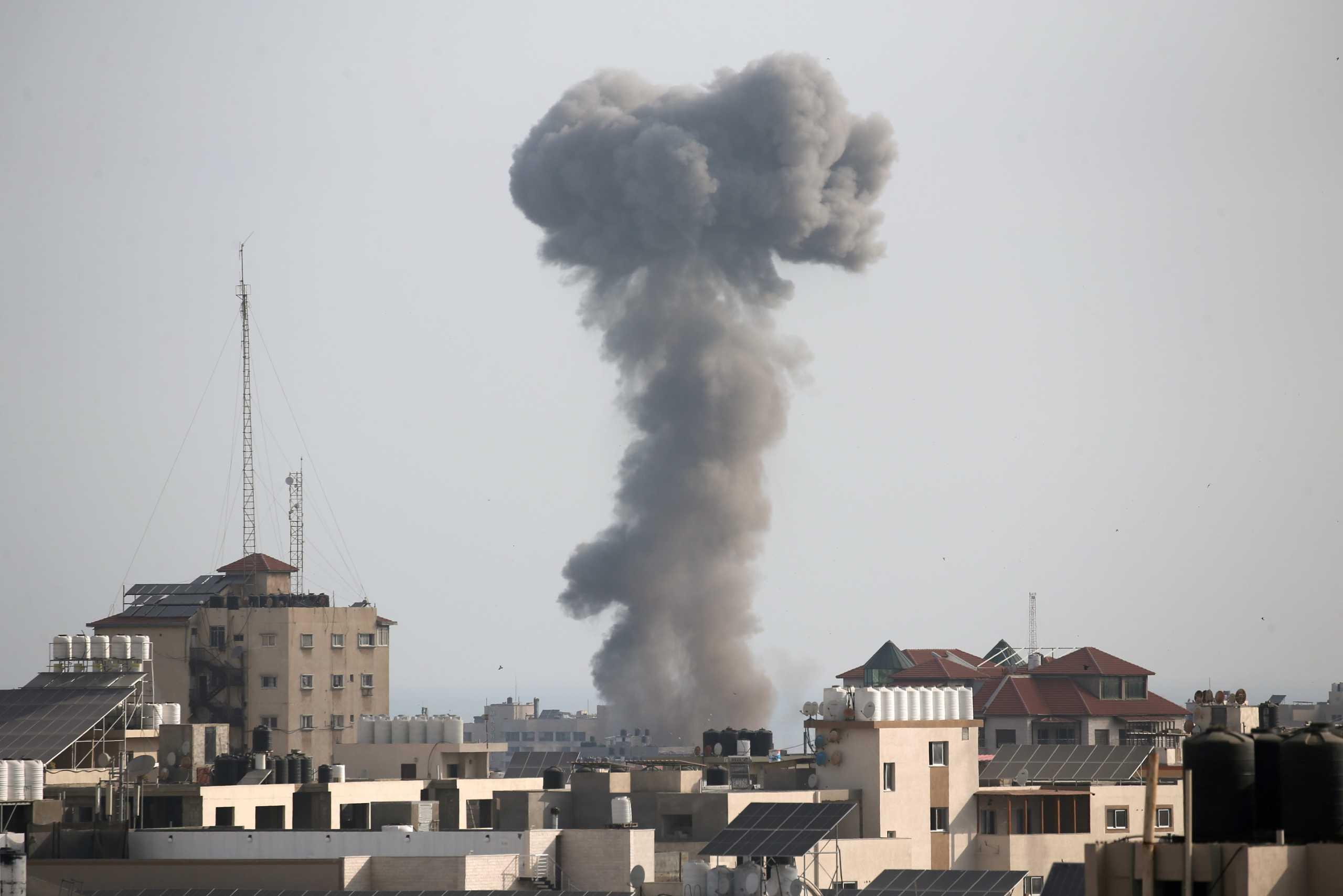 Λωρίδα της Γάζας: Νέοι Ισραηλινοί βομβαρδισμοί – Για καταστροφή τούνελ της Χαμάς κάνει λόγο ο στρατός